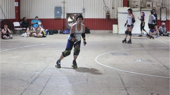 How do you play Roller Derby?