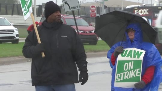 'I have no spare money': UAW-GM labor fight spotlights the struggles of temp workers