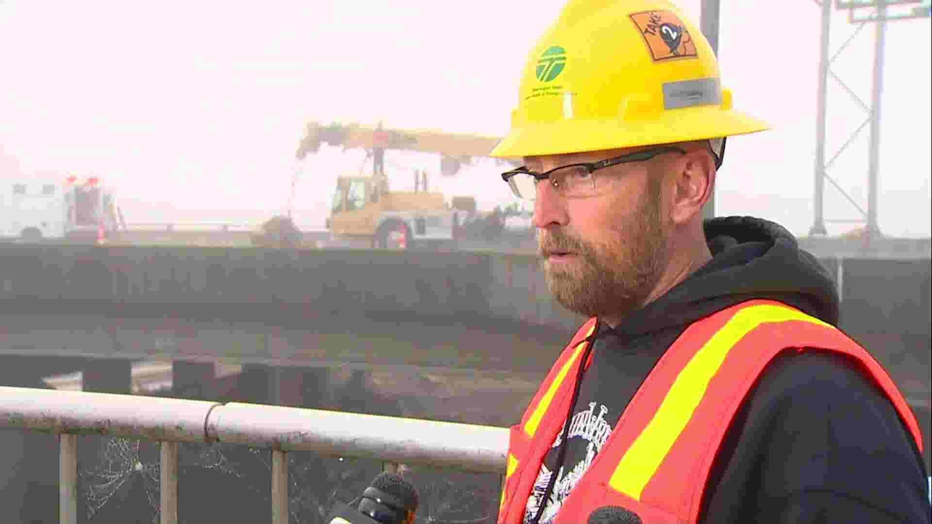 Crews clear logjam under Washington state bridge