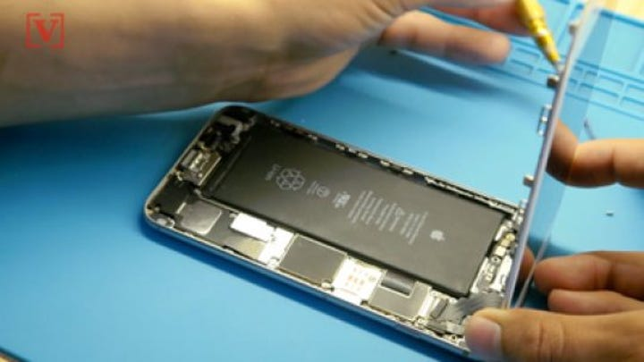 Here's why Apple doesn't want you changing your own battery