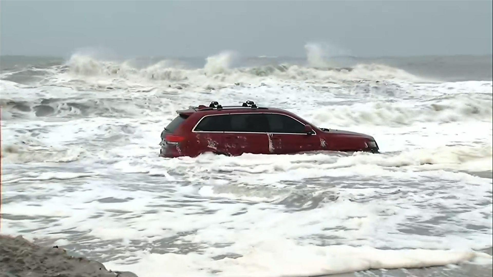 Car stuck in storm waves as Dorian nears S.C.