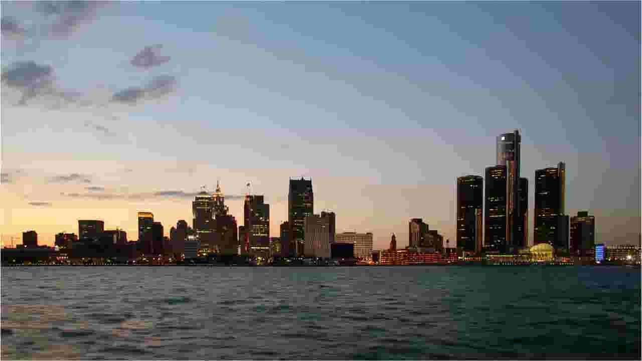 Metro Detroit under a freeze warning in early morning hours Friday
