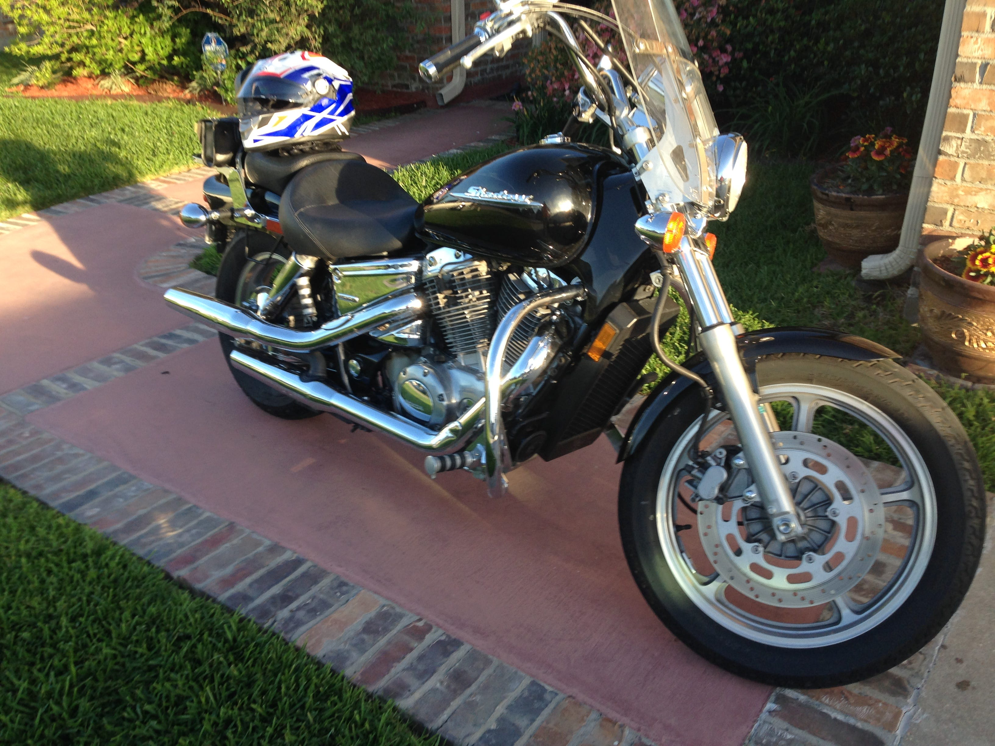 new battery and rear tire extra front and rear running lights Liquid cooled 45deg V Twin Engine Extended cruising range with 4 2 gallons fuel tank