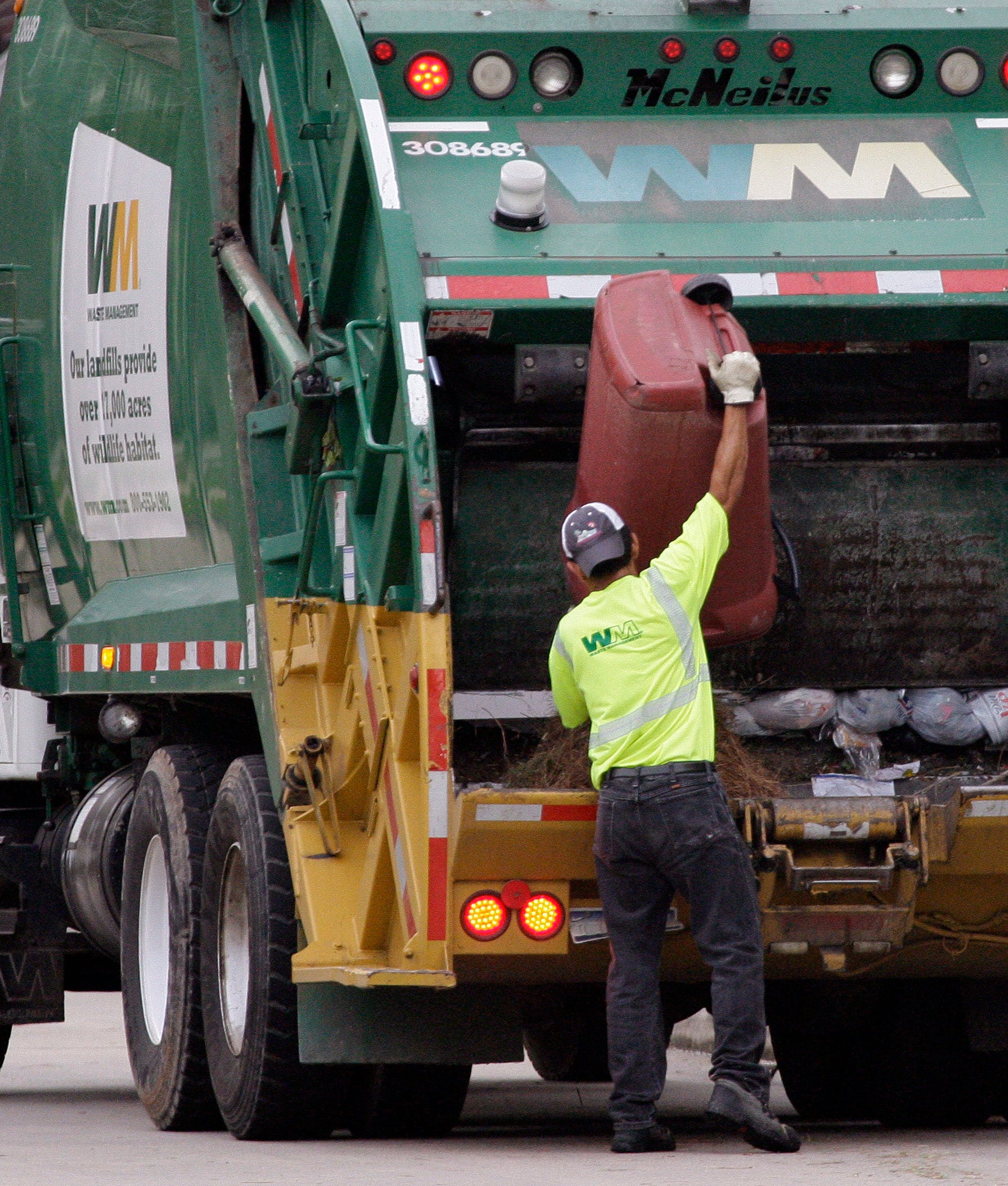 Waste Management Q4 earnings rise
