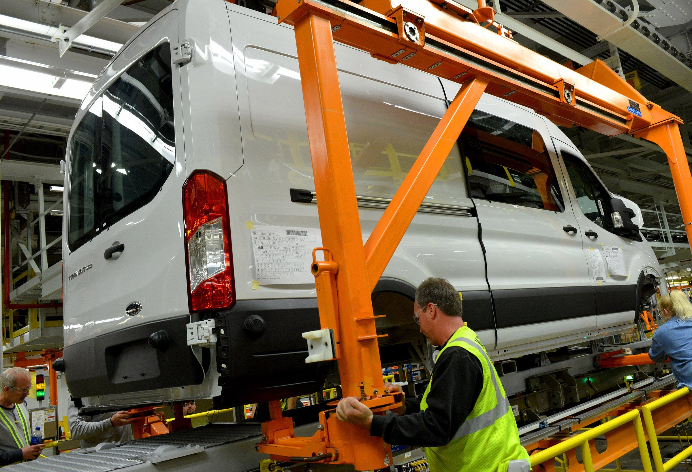 Ford announces key investment in plant to build new E-Transit van