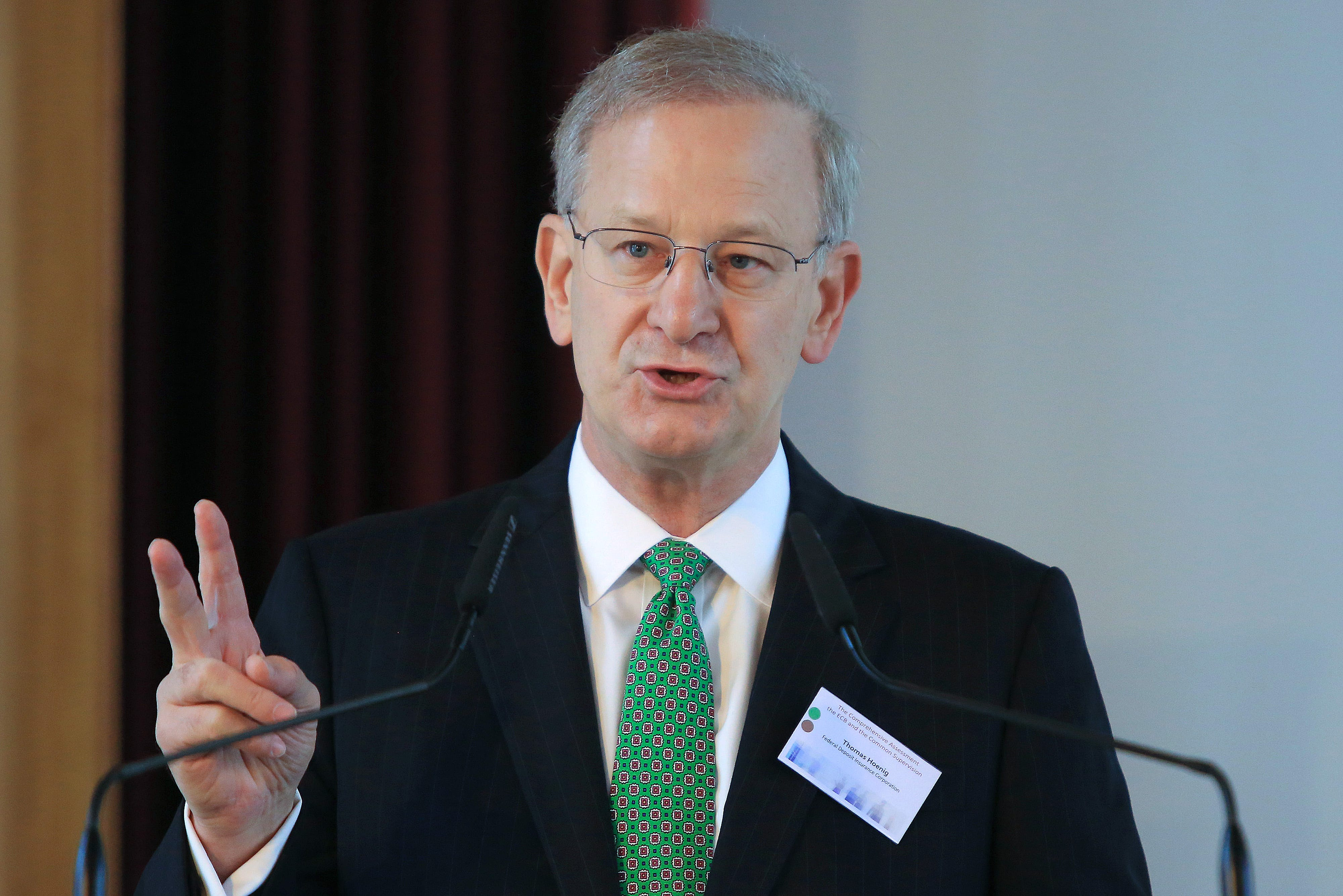Delamaide: Fed critic says banks still too risky