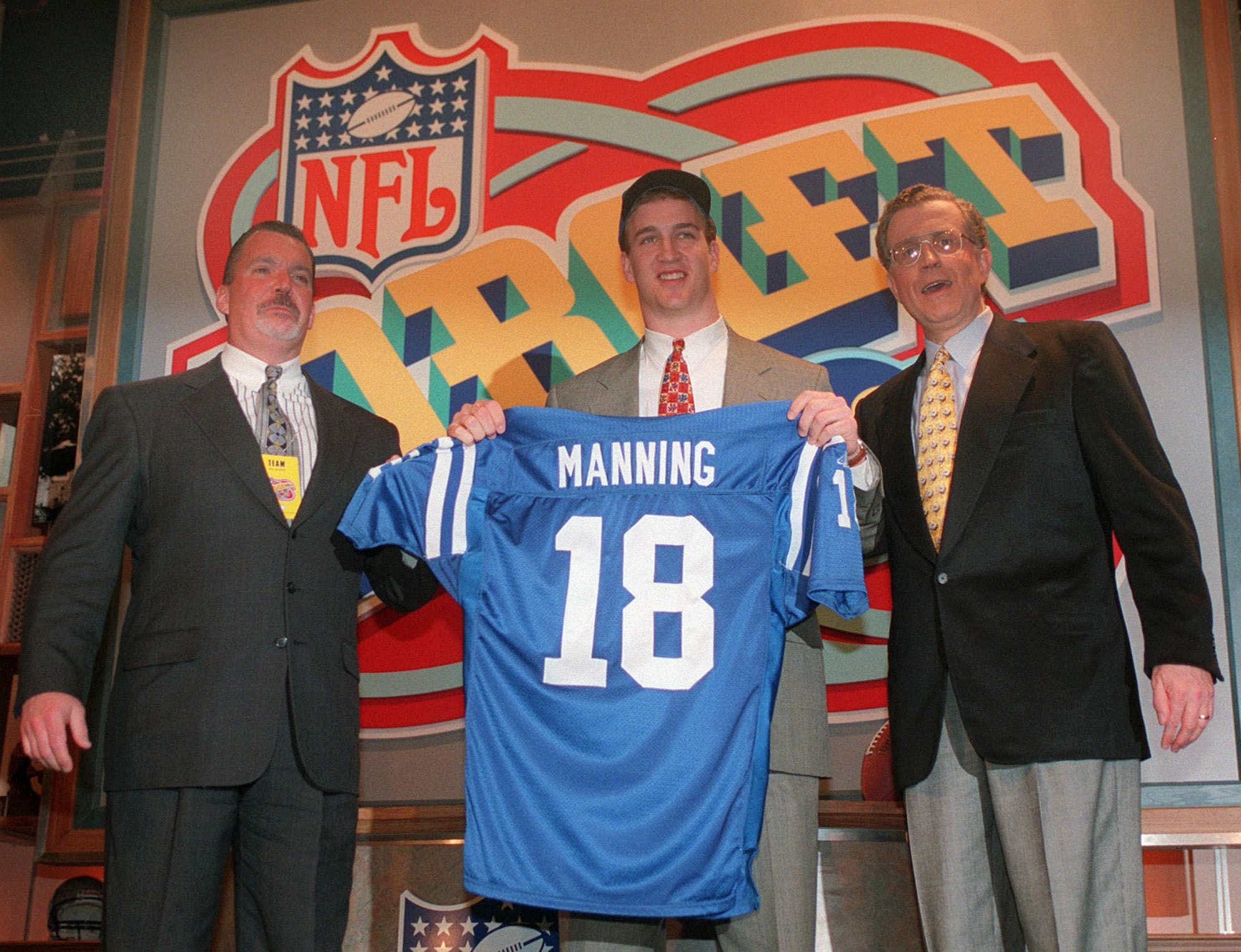 new arrival 4dc5a 4ece1 Gallery | Colts draft Peyton Manning on April 18, 1998