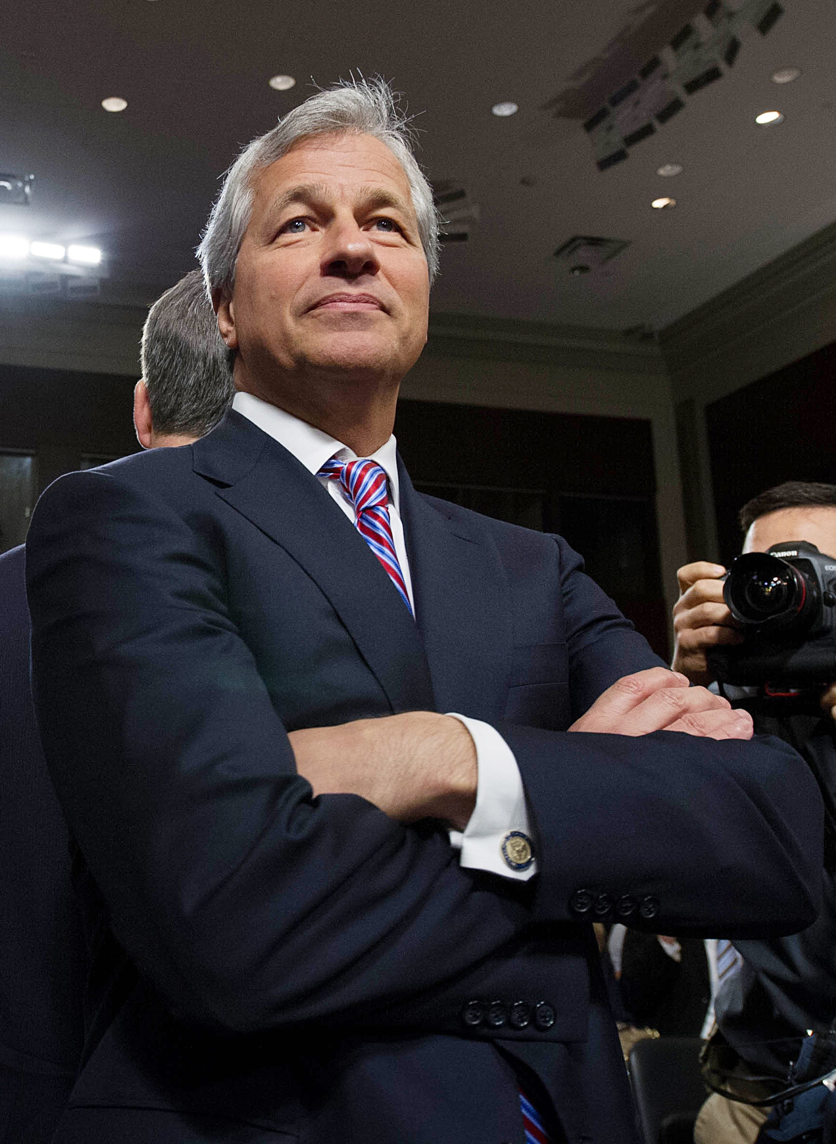 JP Morgan exec pay barely passes vote