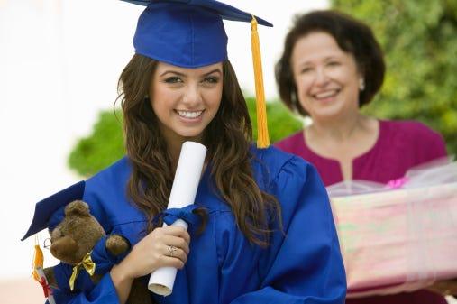 Smart financial gift ideas for graduates
