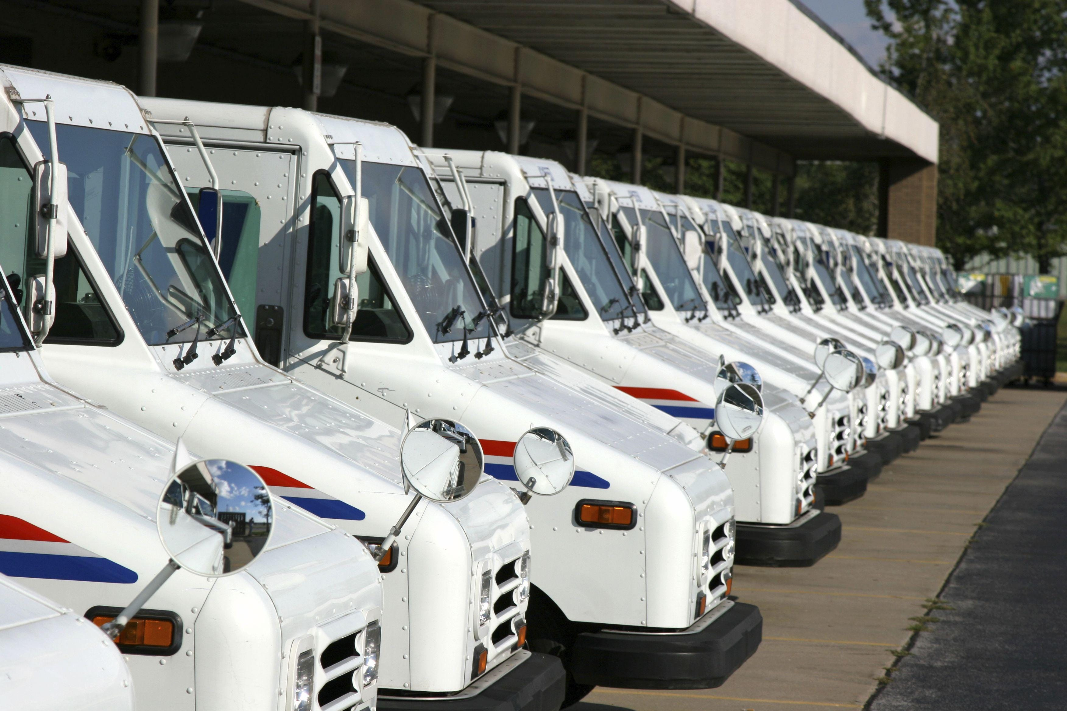 Michigan mail carrier dies after being pinned by postal truck   Detroit Free Press