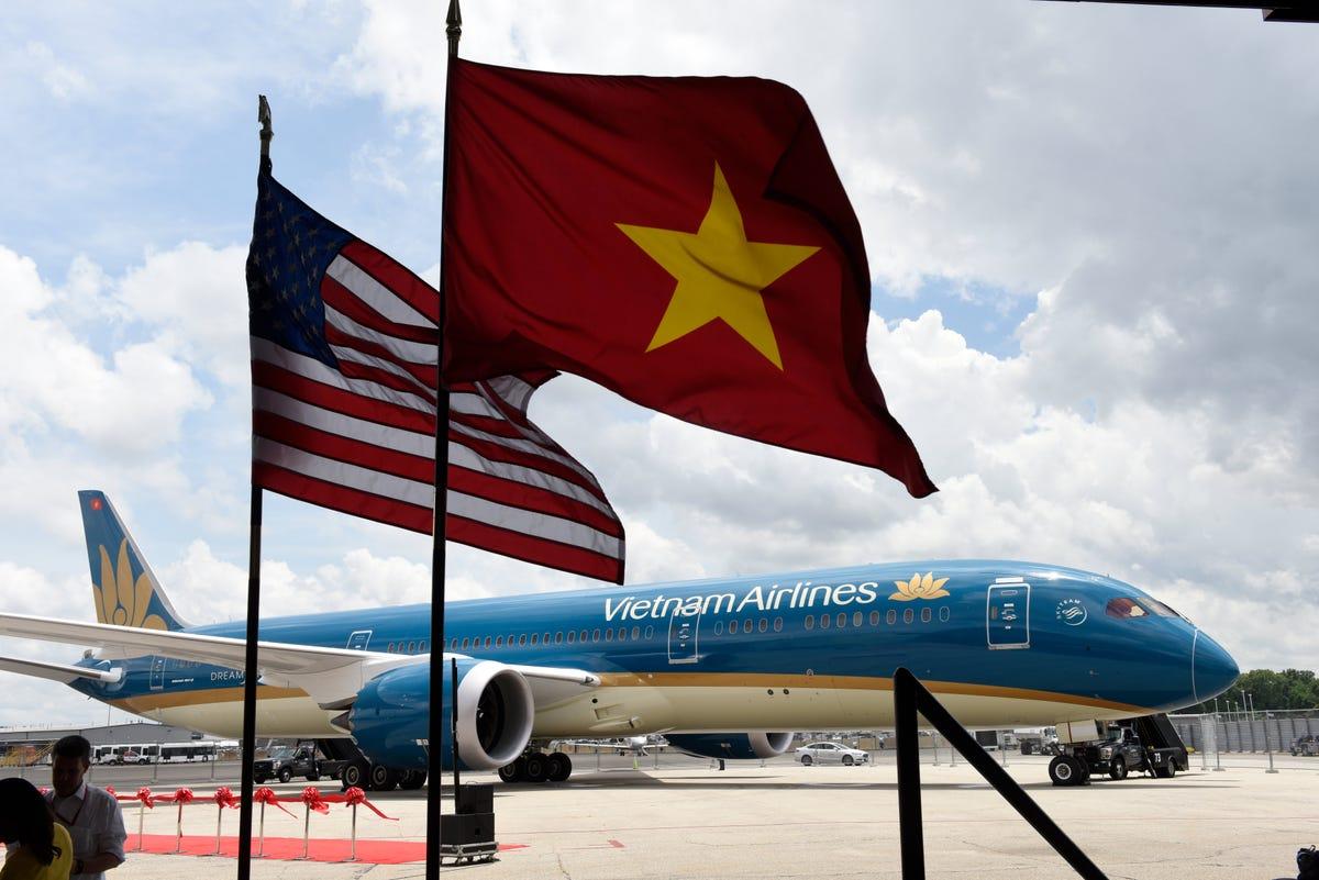 Resultado de imagen para Vietnam Airlines 1st Boeing 787-10