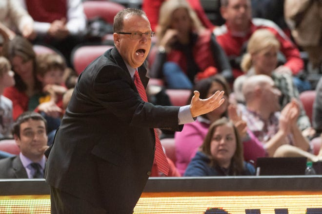 Feb 26, 2015; Bowling Green, KY, USA; Western Kentucky Hilltoppers head coach Ray Harper shouts during the game against Florida Atlantic Owls at E.A. Diddle Arena. Mandatory Credit: Joshua Lindsey-USA TODAY Sports