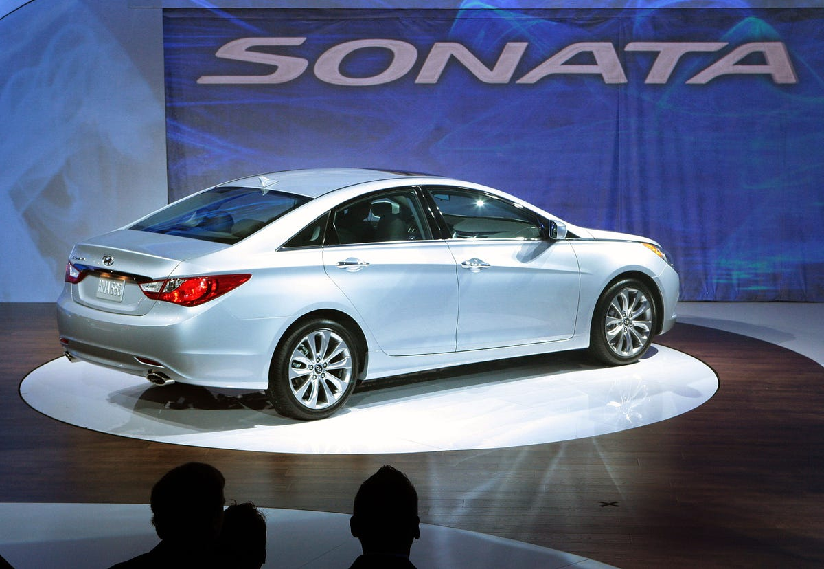 Hyundai recalls 470,000 Sonatas to fix engine problem