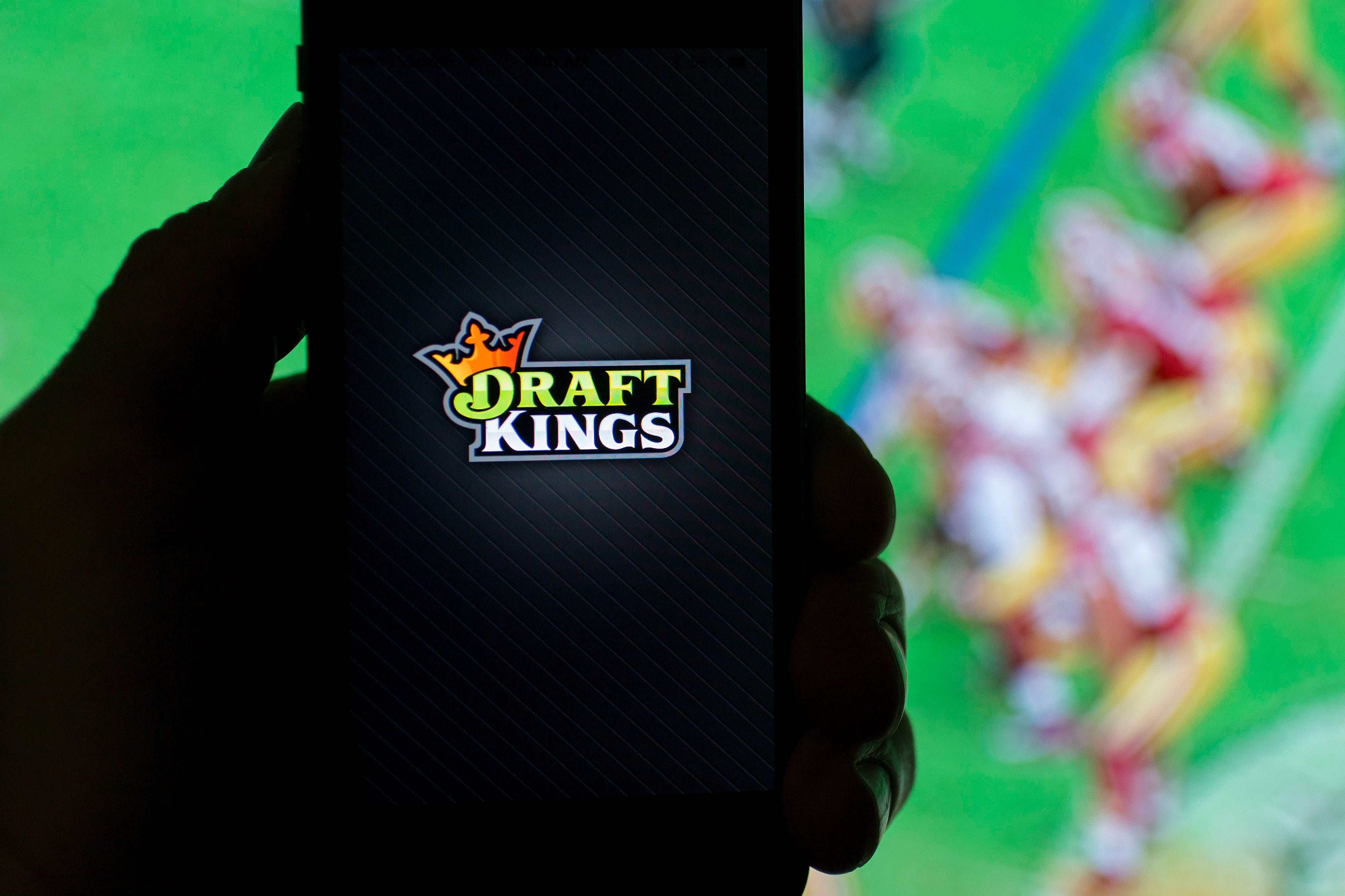 After failed merger, fantasy sports site DraftKings looks to rebound with sports fans