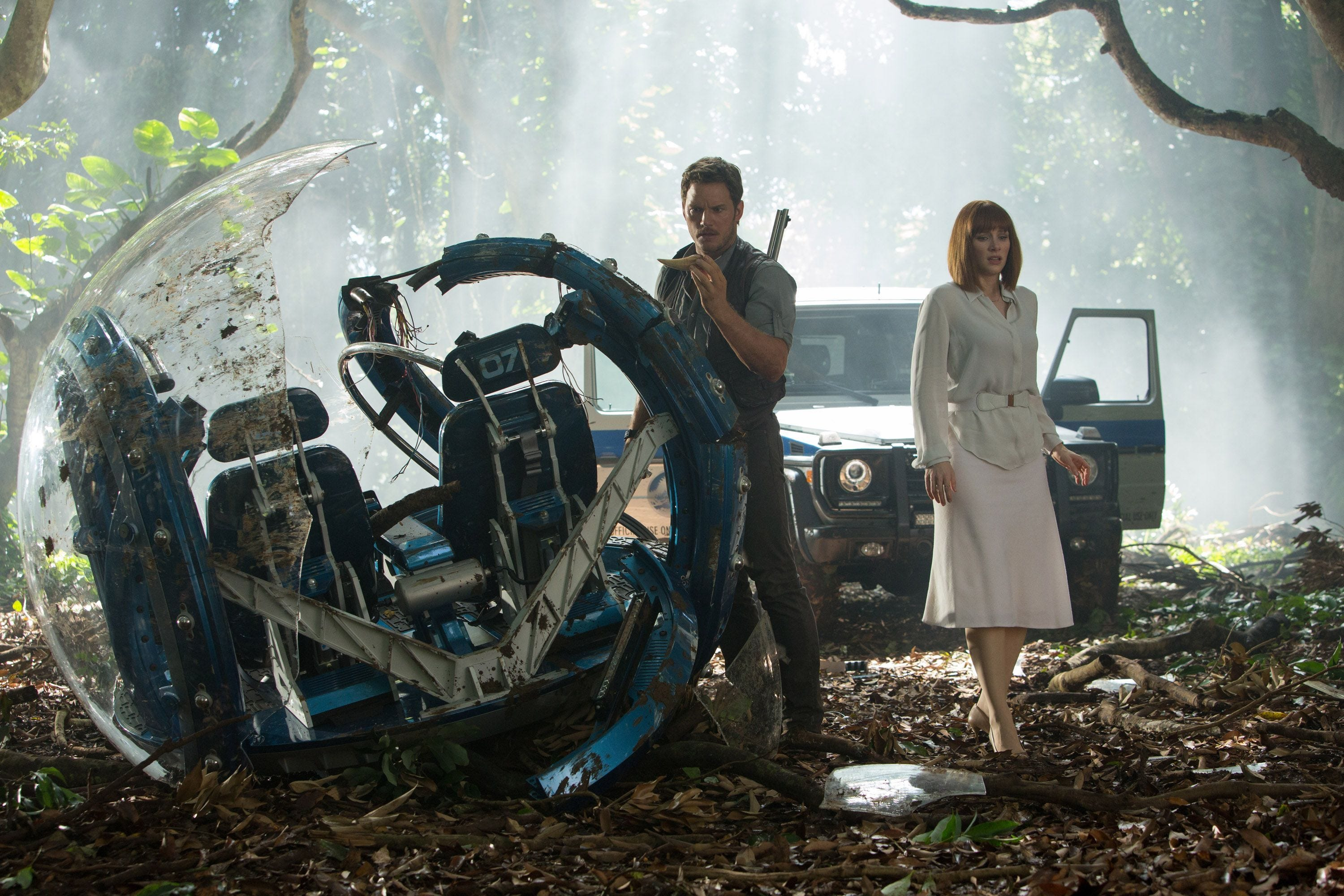'Jurassic World' sequel reveals its title and throwback tagline