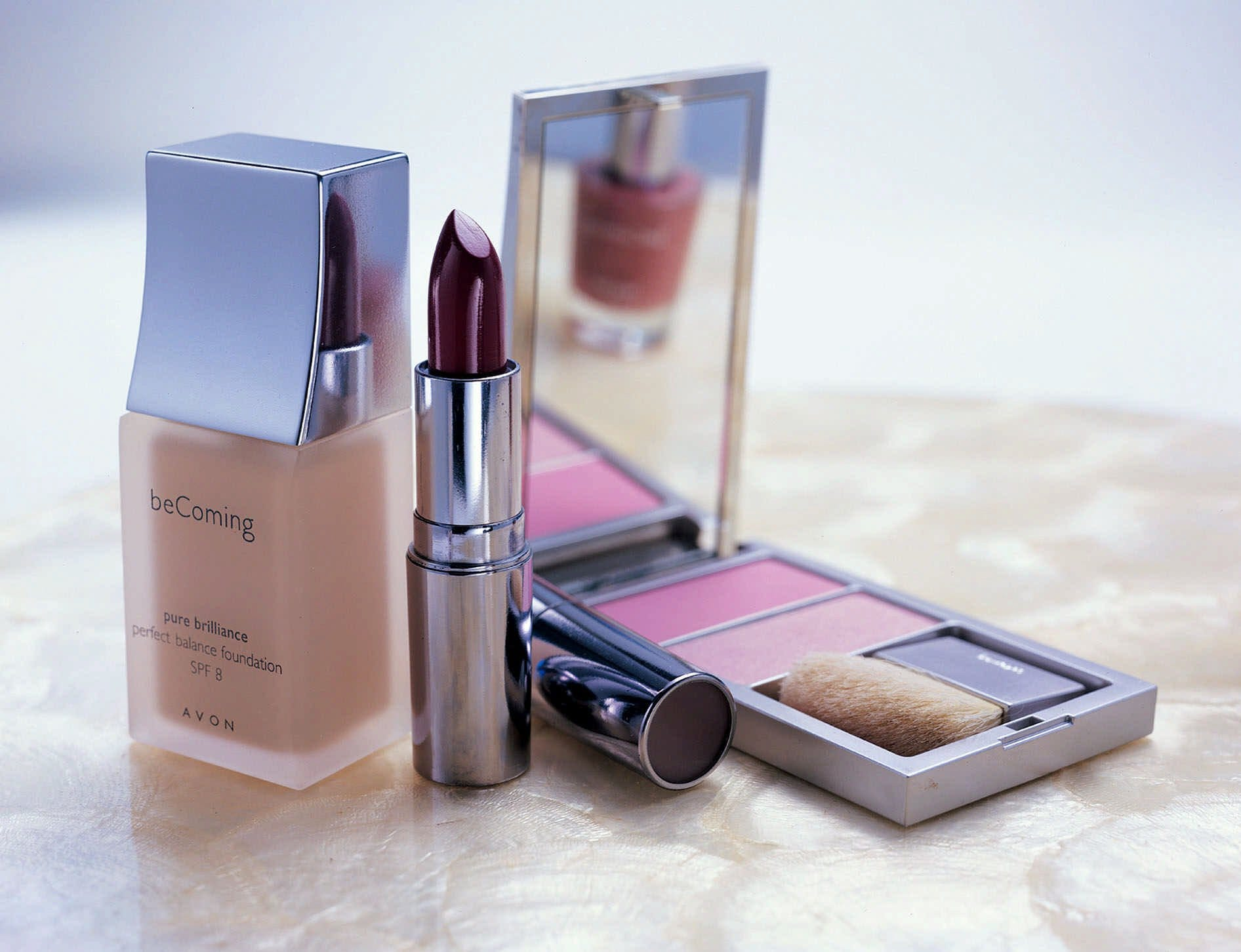 Avon Products moving to the U.K., shedding 2,500 jobs