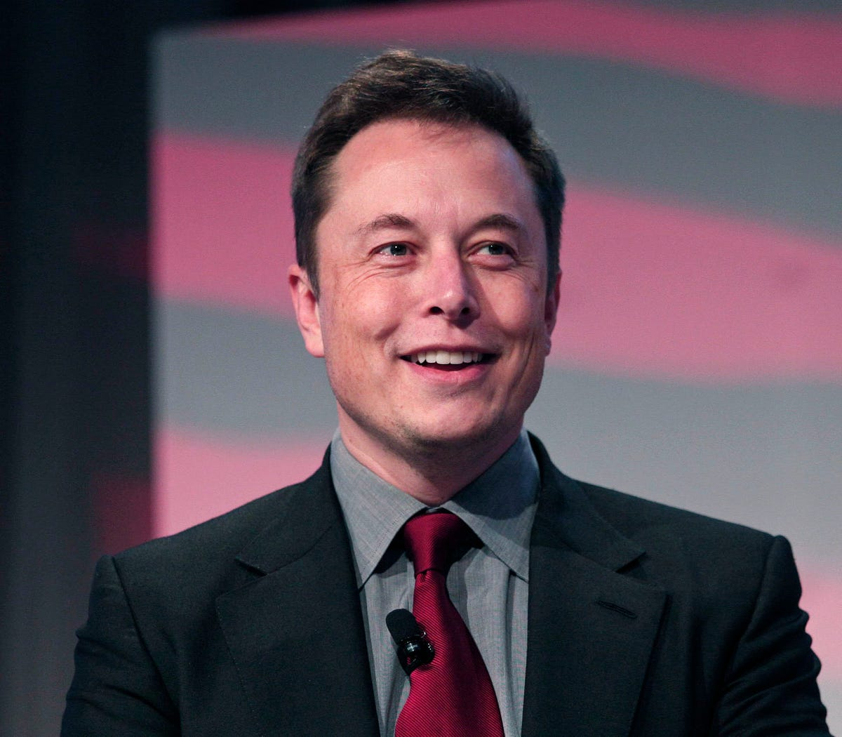 Elon Musk to pay for water stations in Flint schools