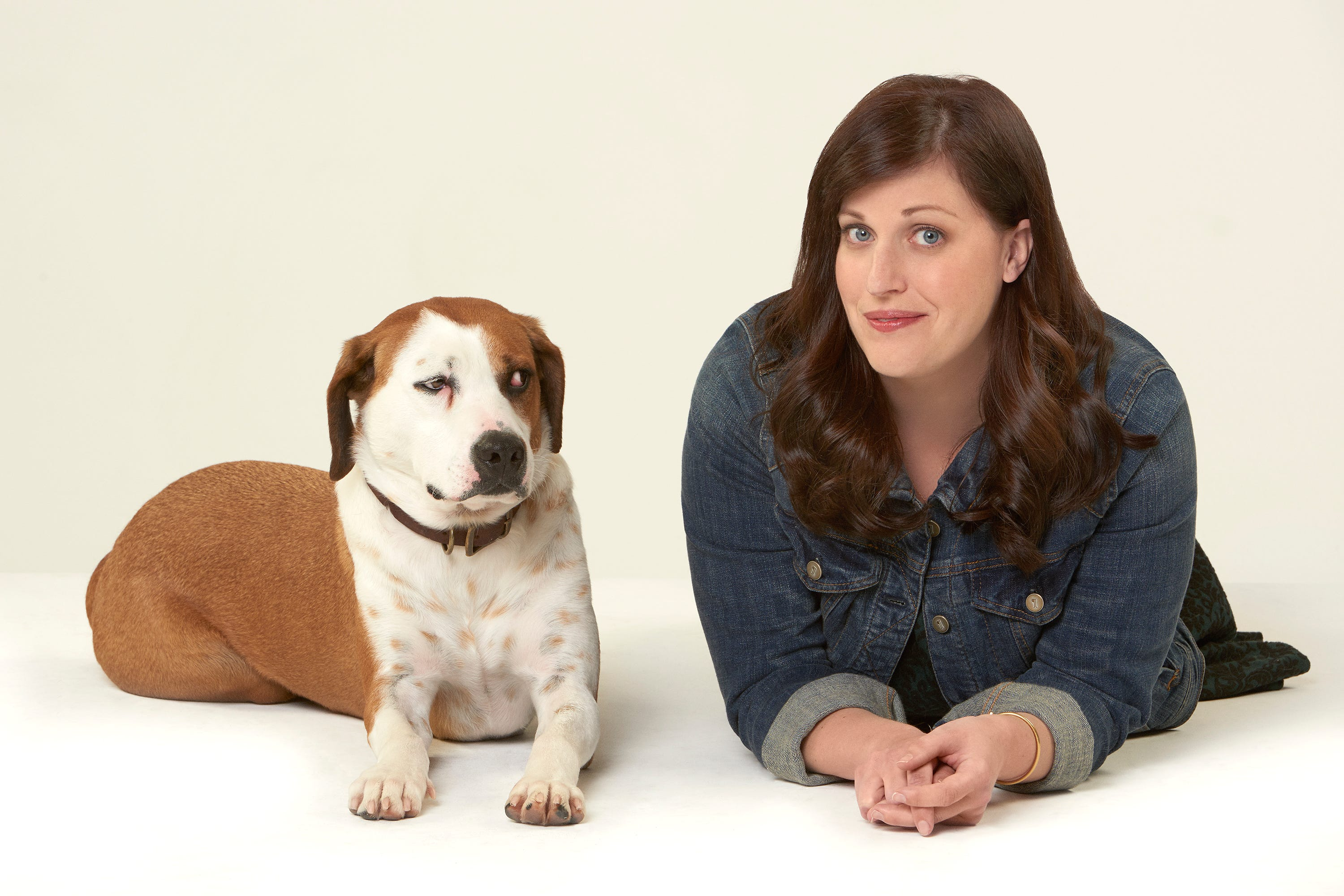 Review: 'Downward Dog' sits well as amiable summer comedy