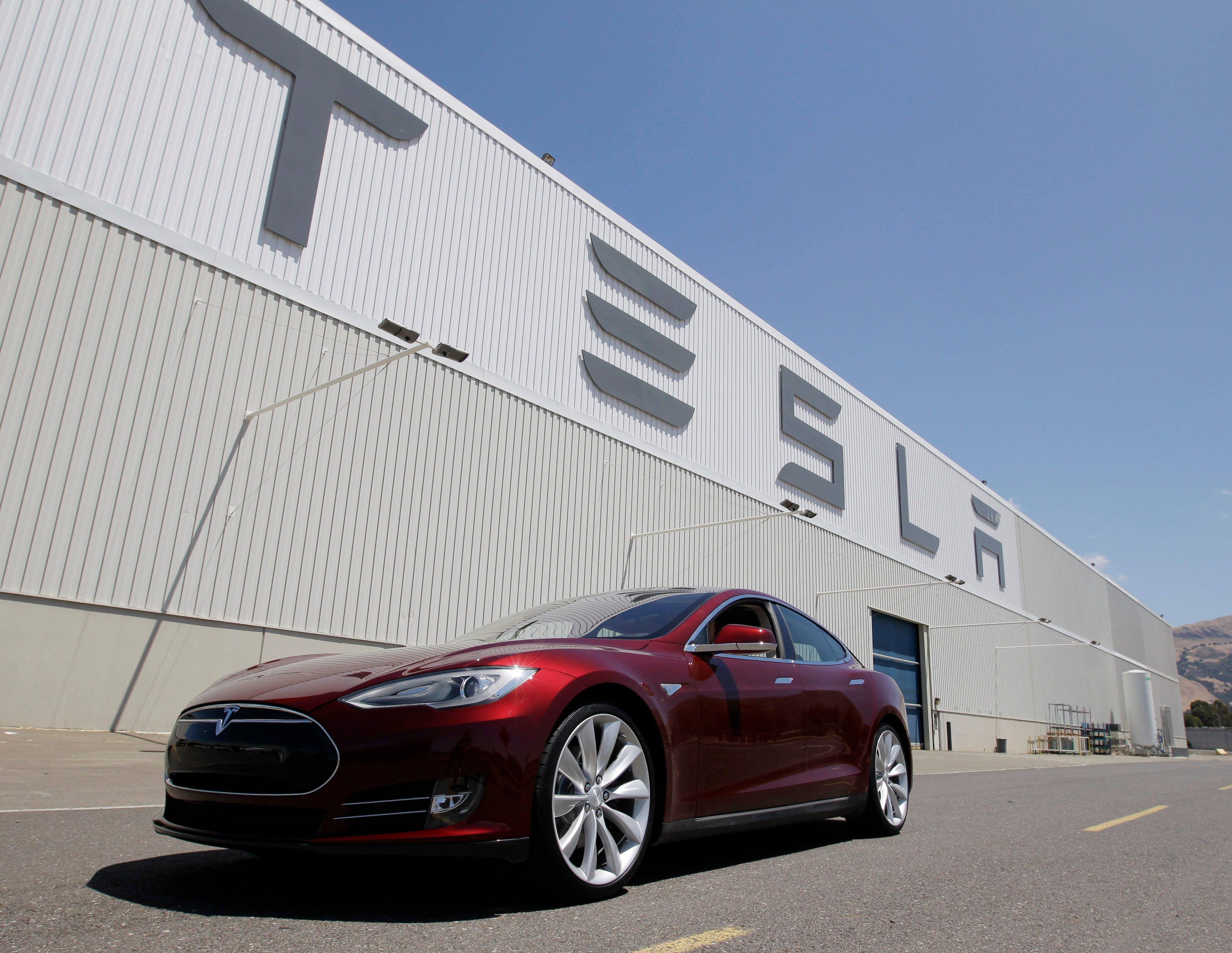Tesla's 'Autopilot' feature probed after fatal crash | krem com