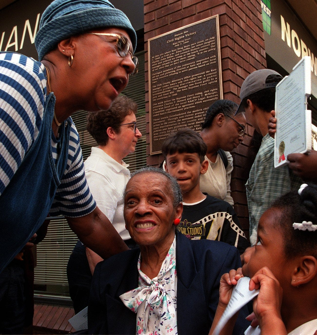 Edna Griffin is honored in 1998 on the 50th anniversary of her protests of a Des Moines drugstore that refused to serve black customers.
