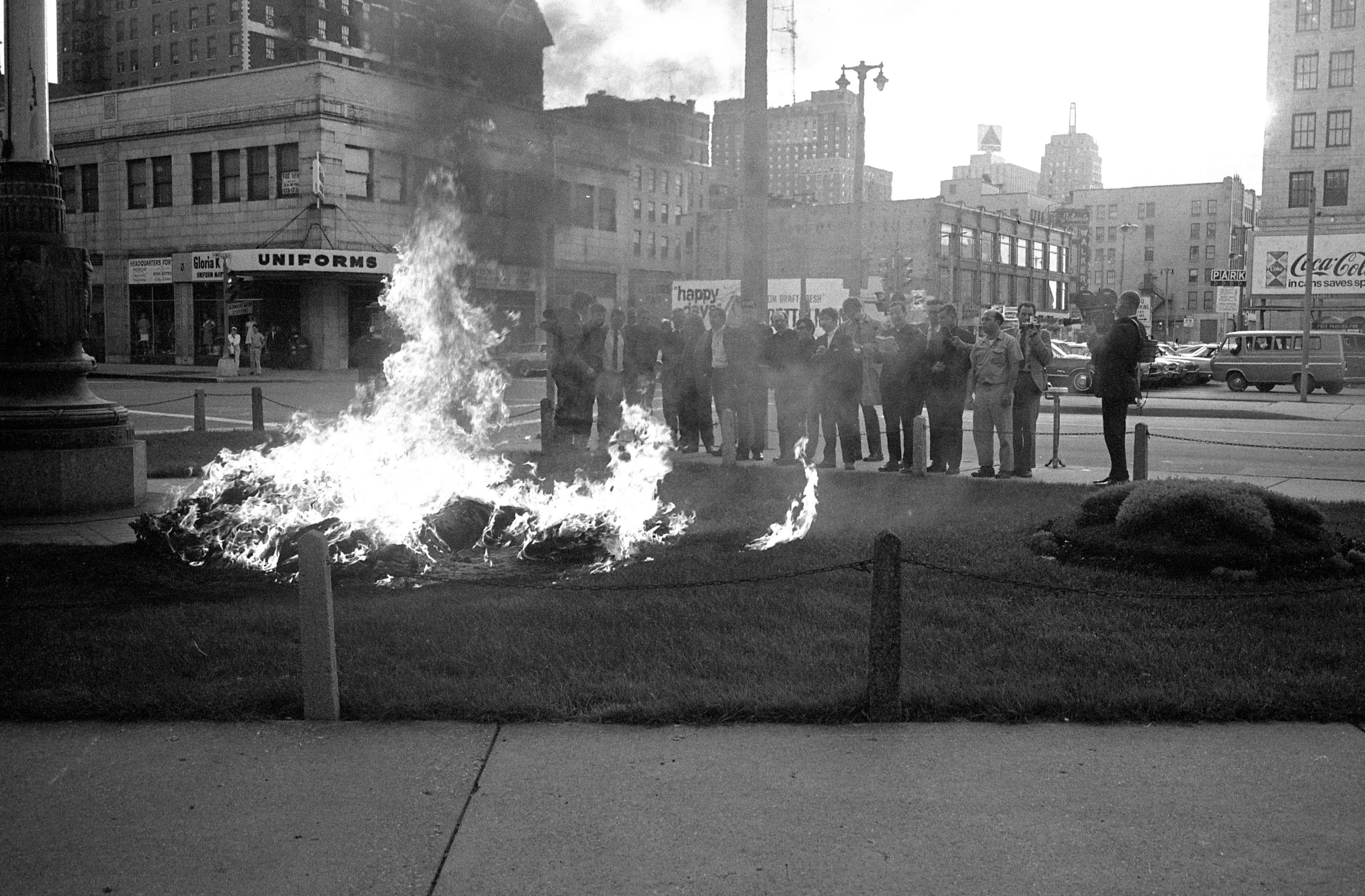 Activists gather to mark 50-year anniversary of 'Milwaukee 14' raid on draft offices | Milwaukee Journal Sentinel