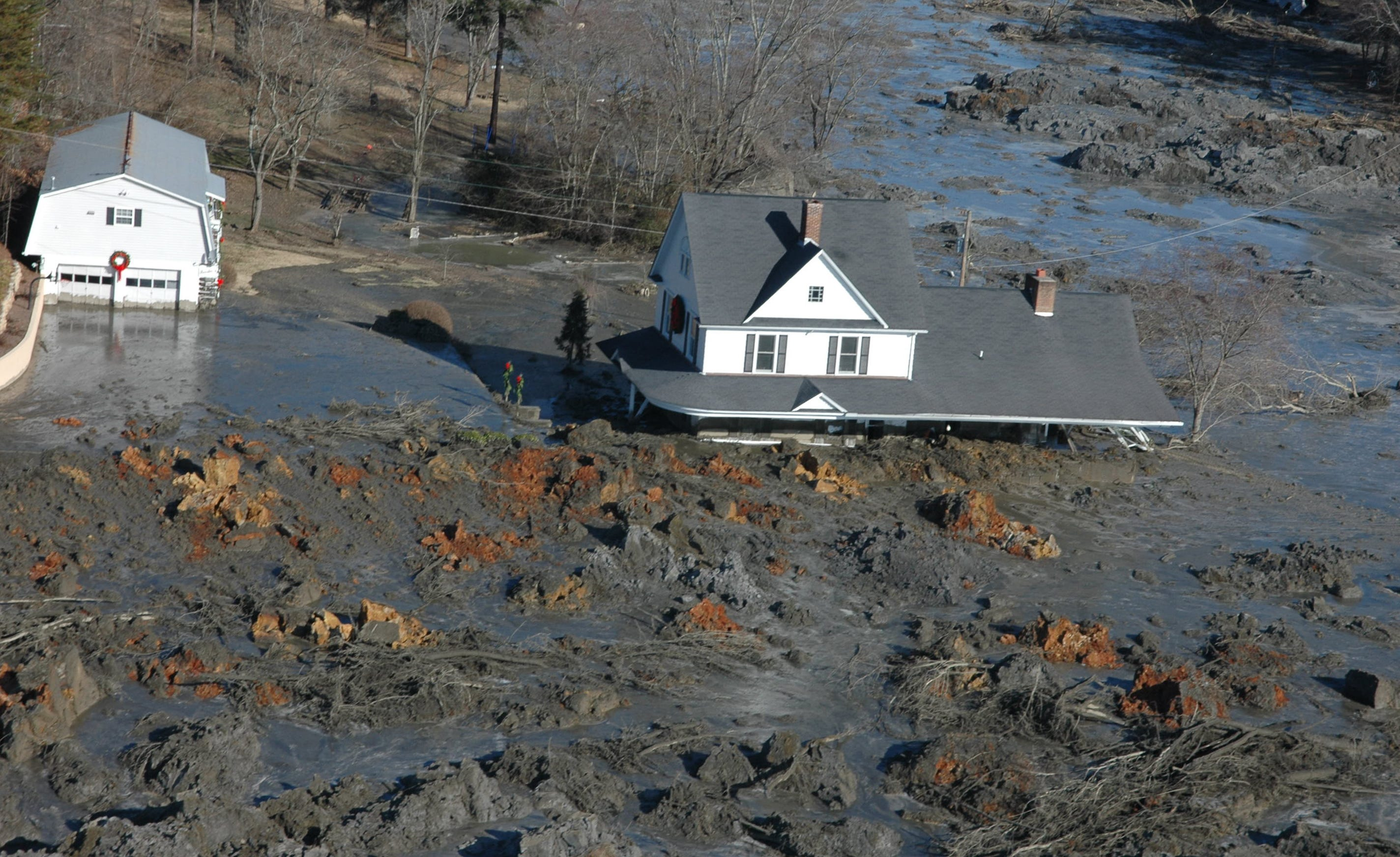 Tennessee coal ash spill workers treated as  expendables