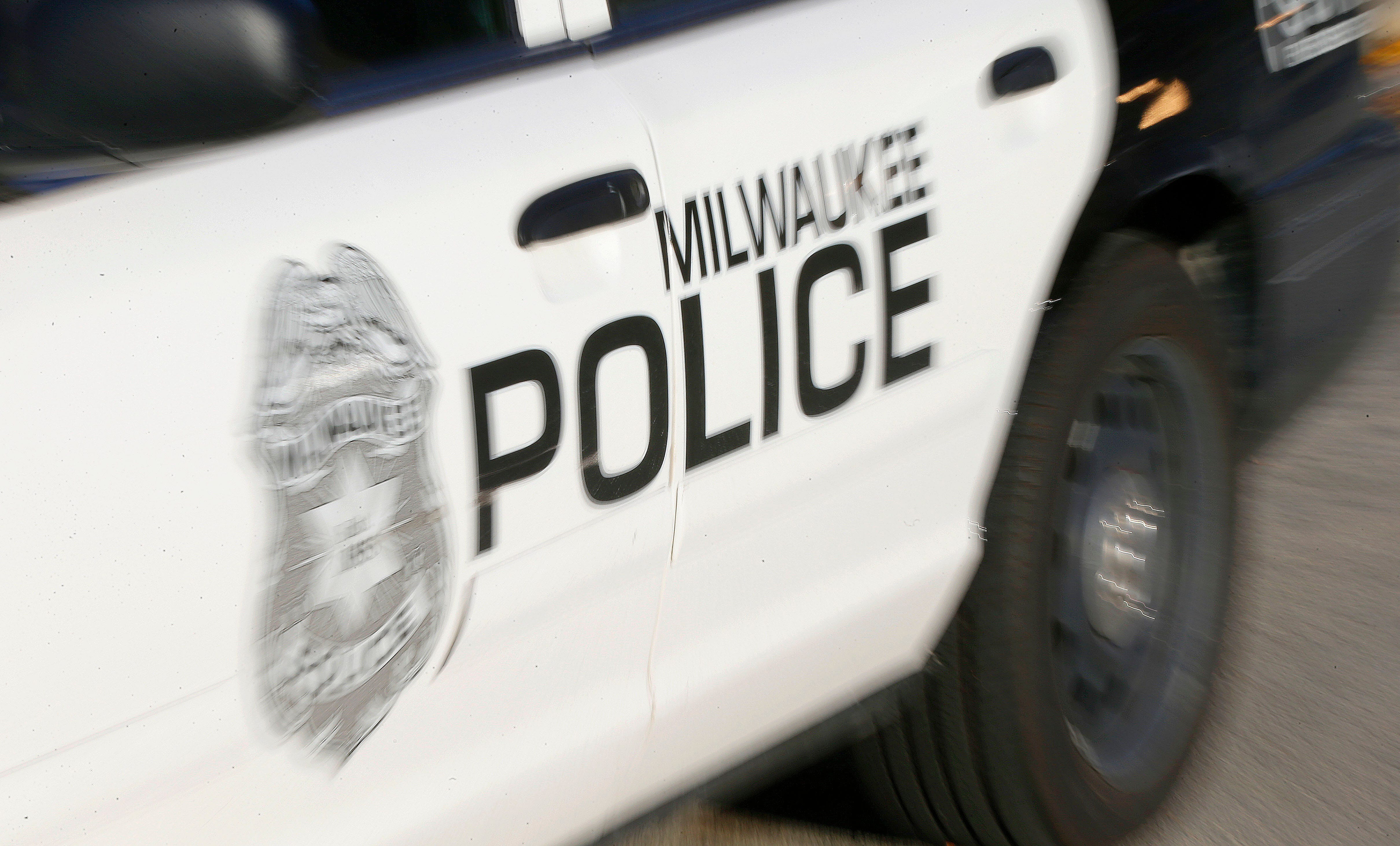 Man fleeing from police while carrying infant after crash arrested | Milwaukee Journal Sentinel