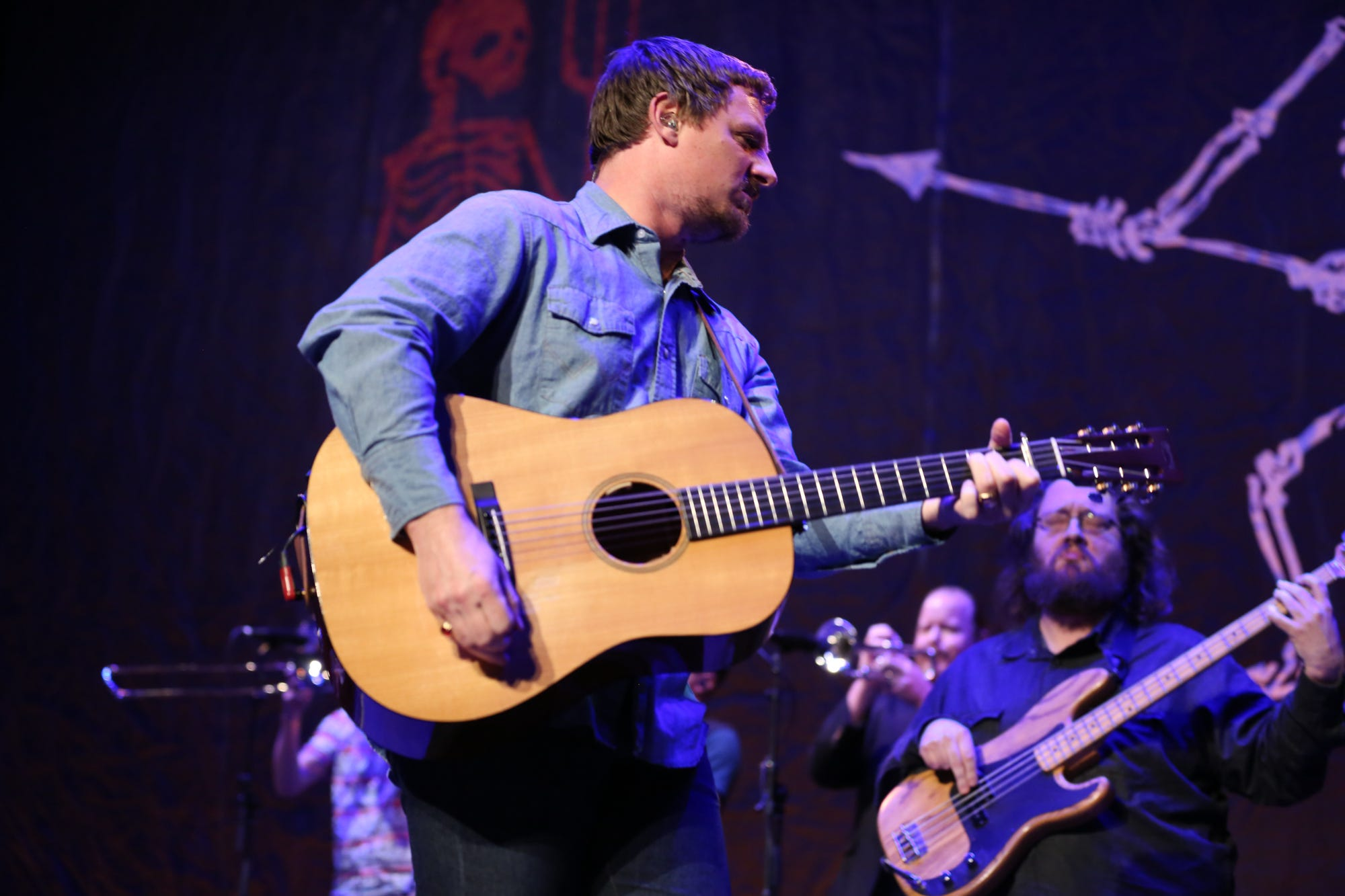 Sturgill Simpson trades country croon for rip-roaring rock on 'Sound & Fury' album, Netflix film