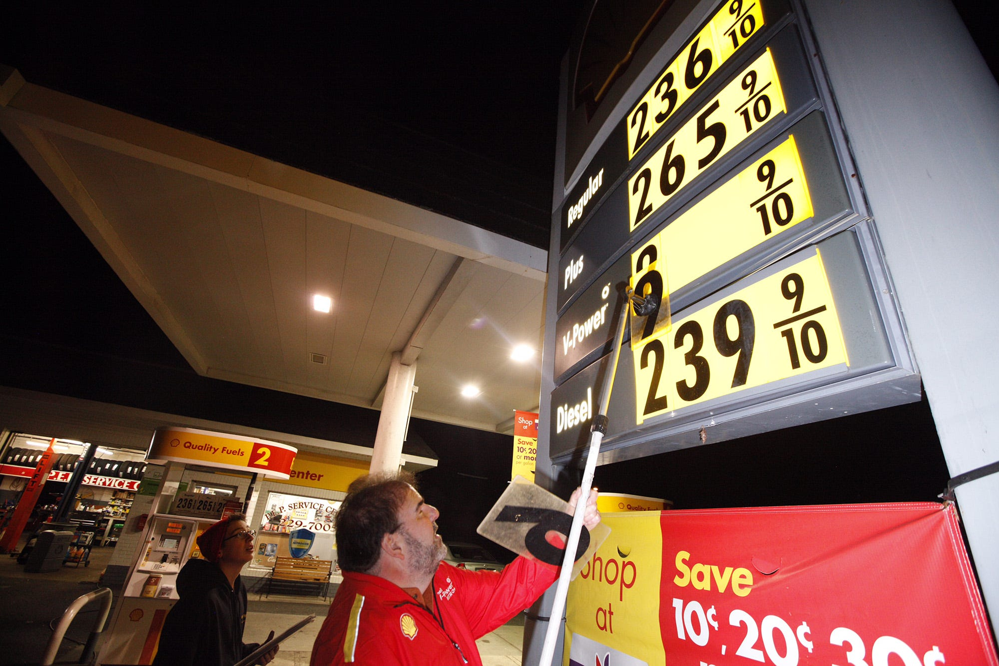 Gas prices fall ahead of Memorial Day