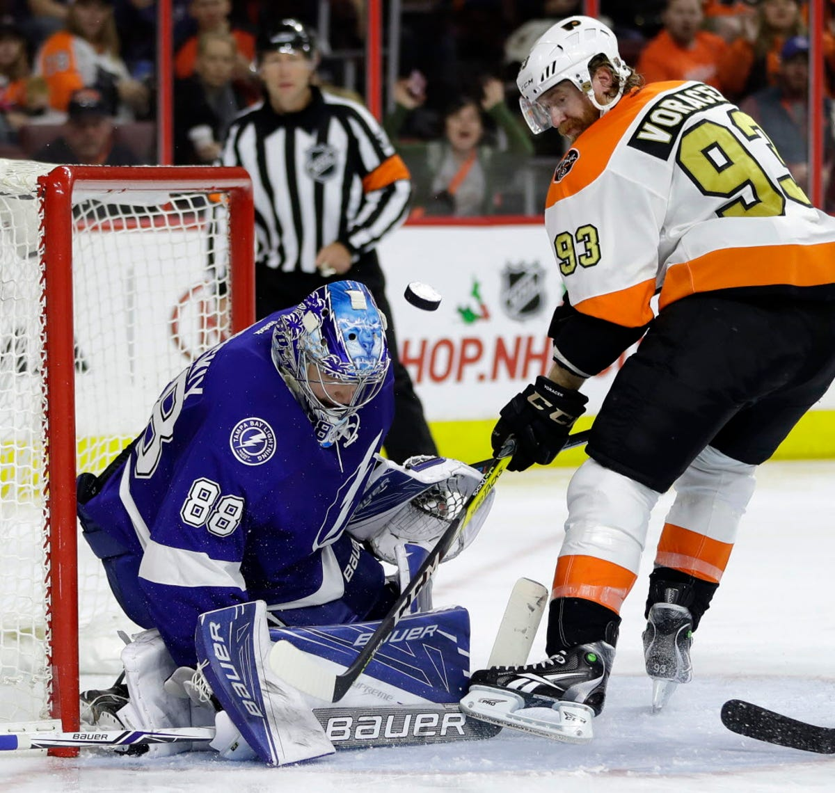 Andrei Vasilevskiy stops 32 as Lightning shut out Flyers