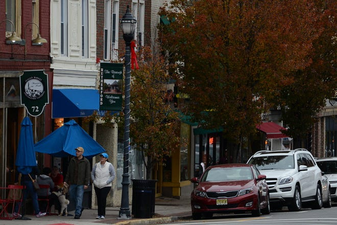 Rutherford, one of the state's only dry municipalities, is gauging interest in allowing restaurants in the Downtown Park Avenue and Union Avenue Business Districts to purchase liquor licenses.