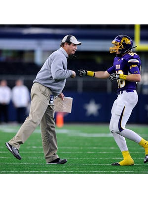 Wylie head coach Hugh Sandifer gives a fist bump to tight end Jonas Lunsford (88) during the 2016 Class 4A Division I state championship game. After leading the Bulldogs to state championship games in Class 3A and 4A, Sandifer will coach his first 5A game Friday night against Georgetown