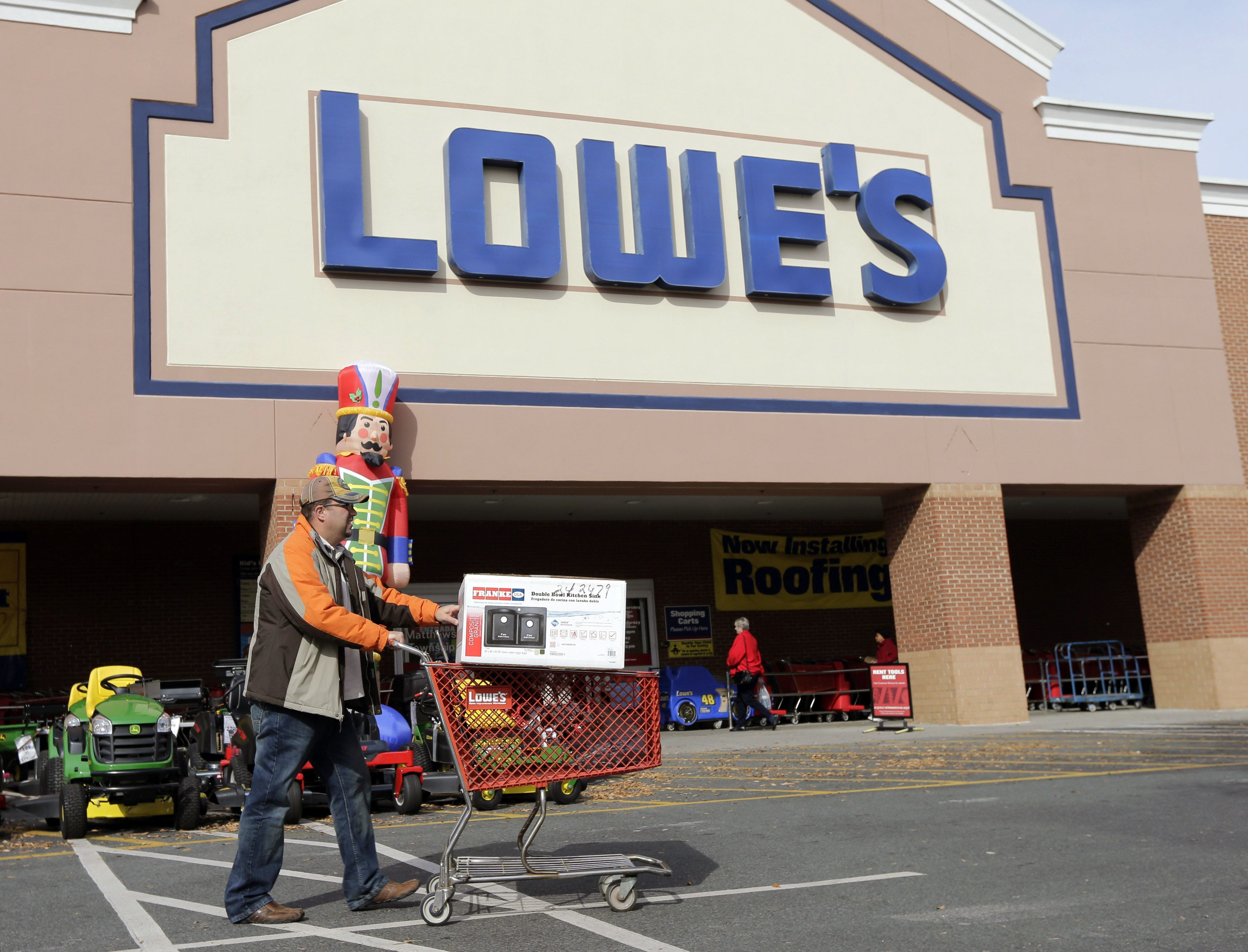 Lowe's cuts 2,400 managers  to refocus on customers