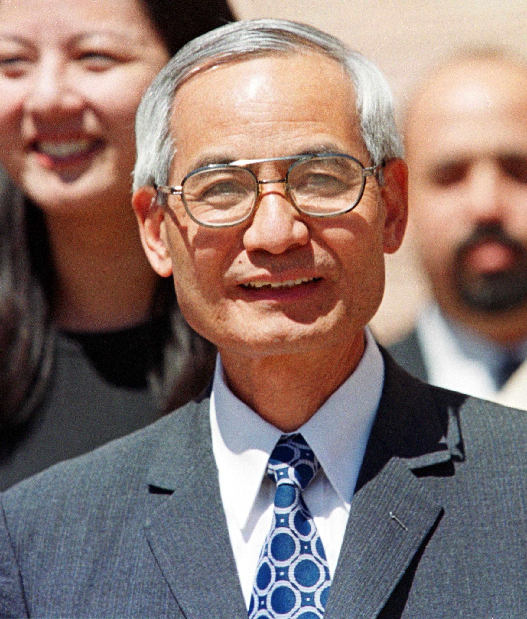 Obama denies clemency for Leonard Peltier, nuclear scientist Wen Ho Lee