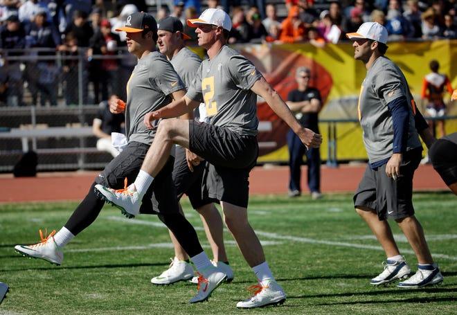 Atlanta Falcons quarterback Matt Ryan, right, and Detroit Lions quarterback Matthew Stafford warm up during practice for the Pro Bowl on Jan. 24, 2015, in Scottsdale, Ariz.