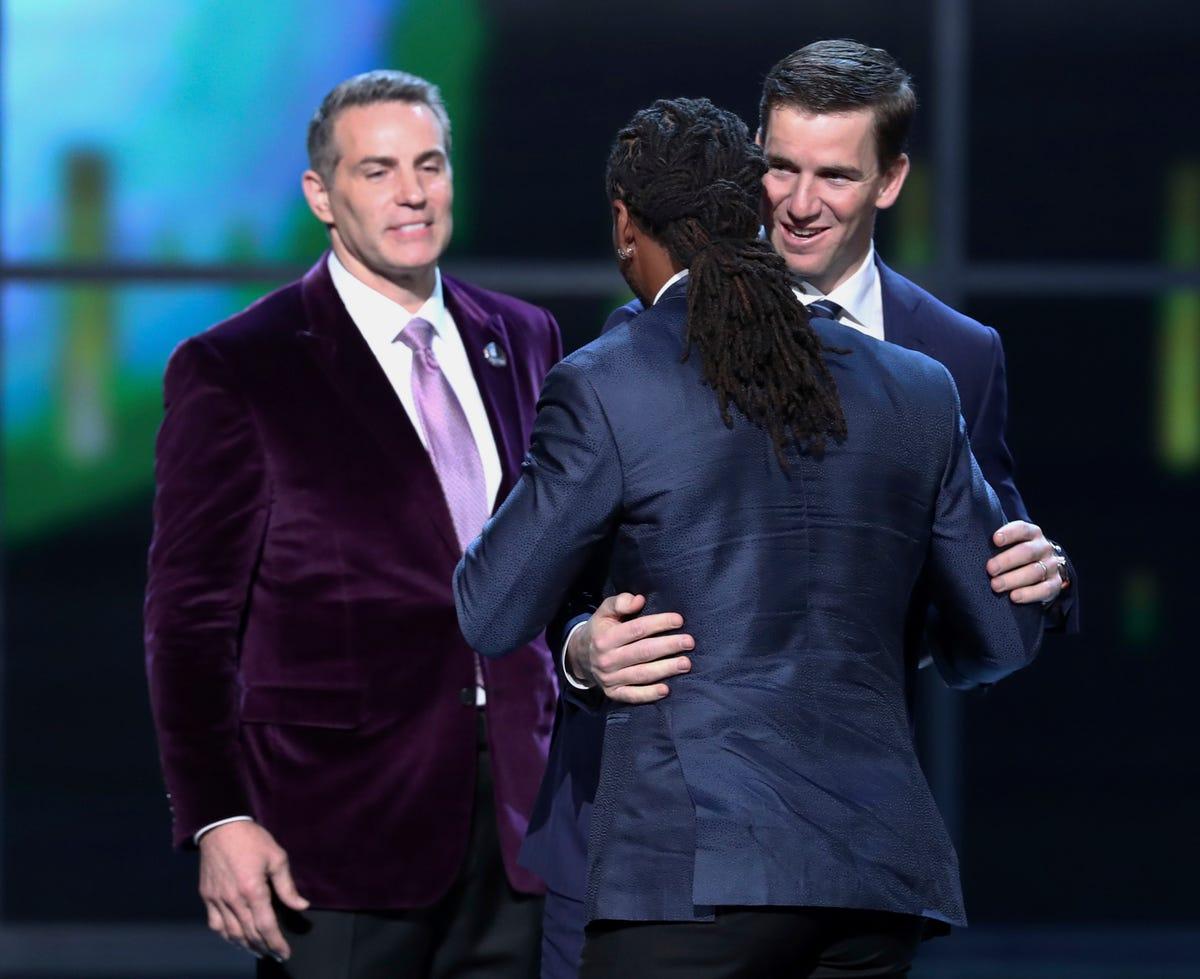 Mann of The Year: Eli wins Walter Payton award