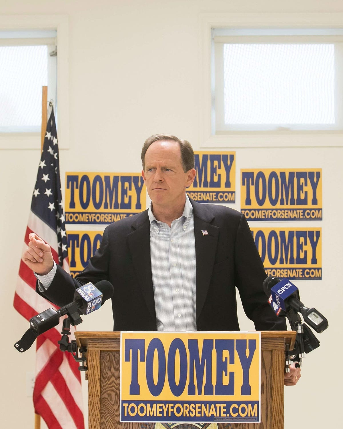 Toomey introduces animal rights bill