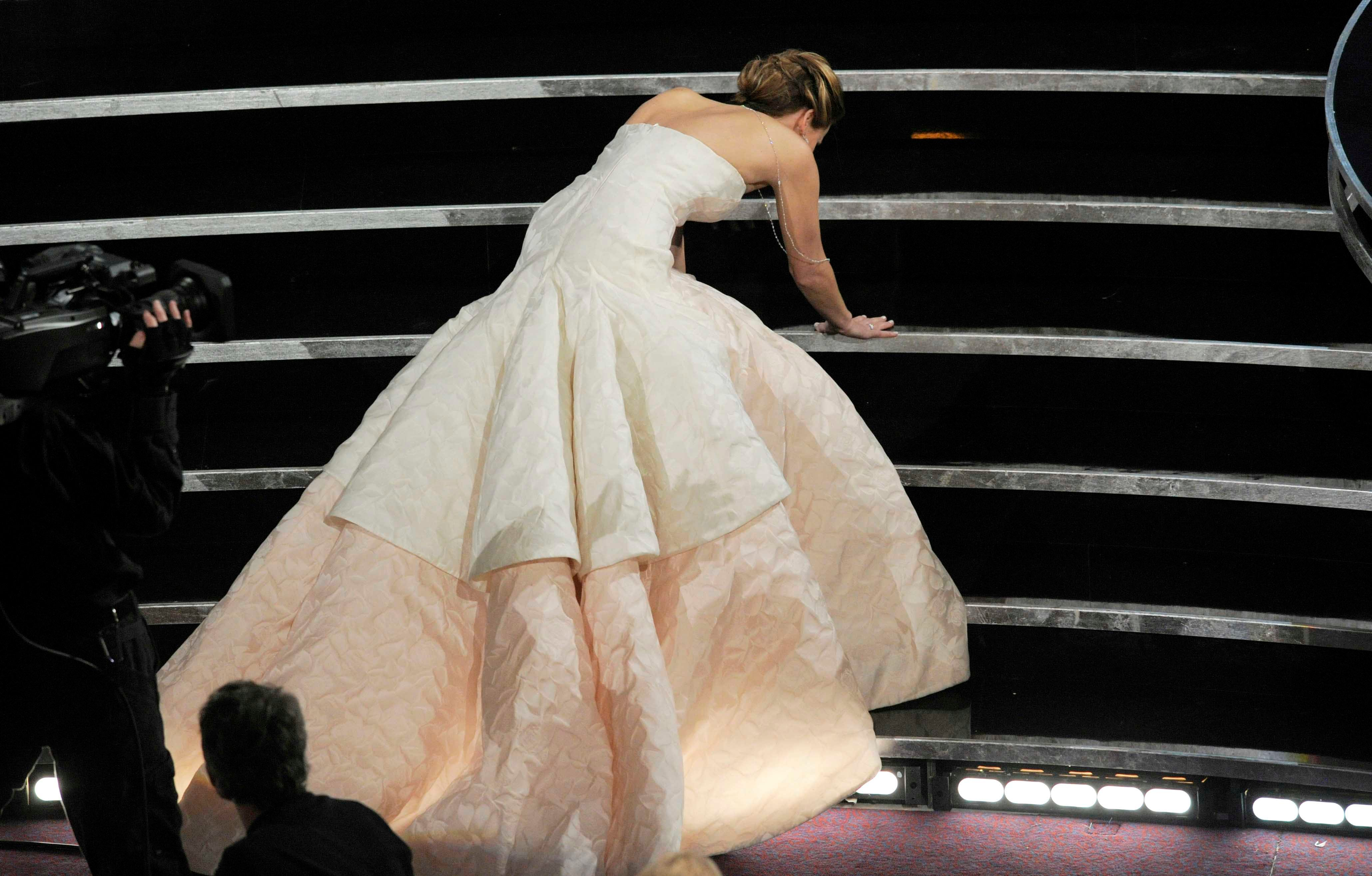 Oscars pro tip: Practice wearing heels onstage to avoid wipeout