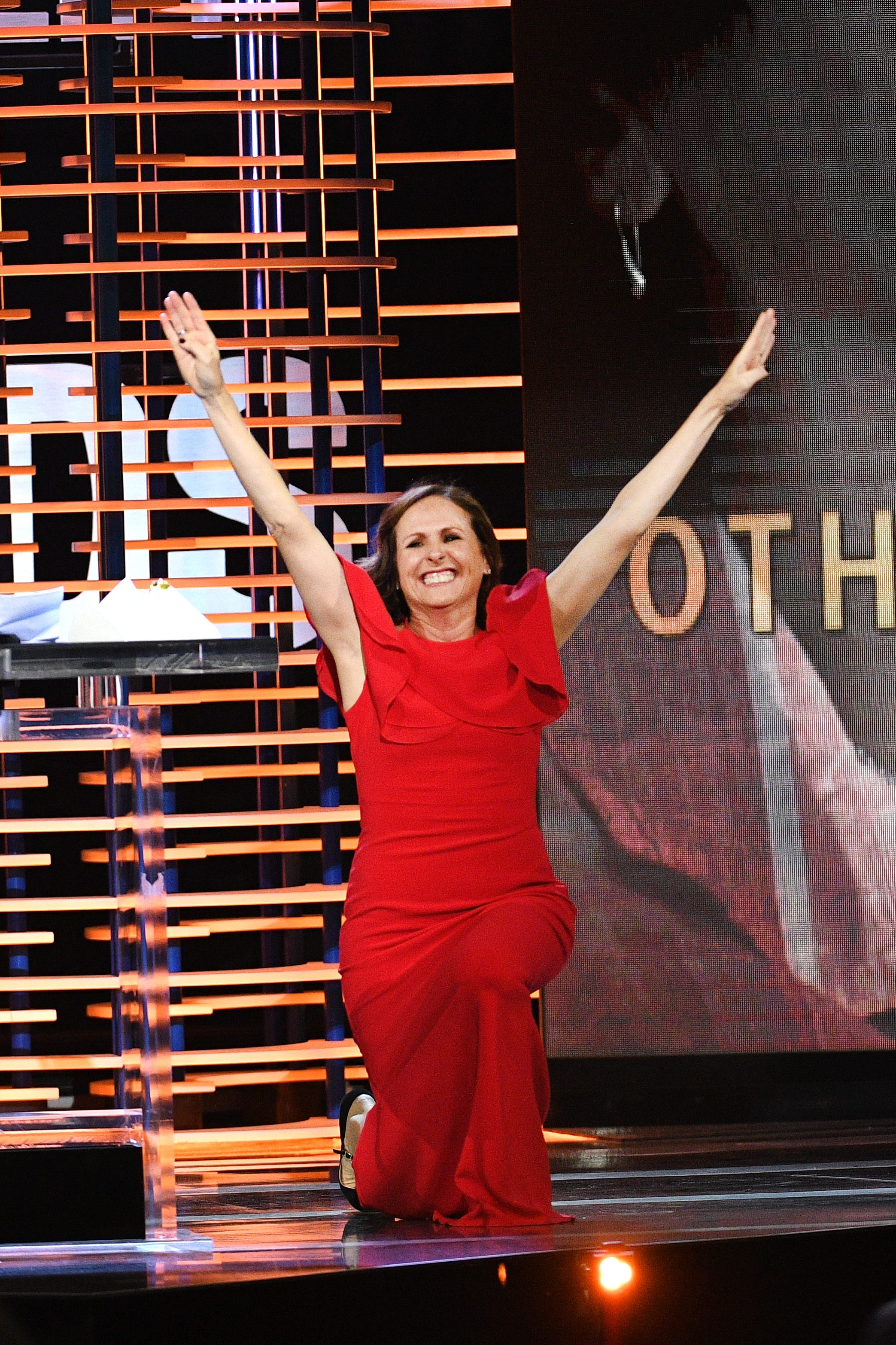 Superstar! Molly Shannon accepts Spirit Award with signature move