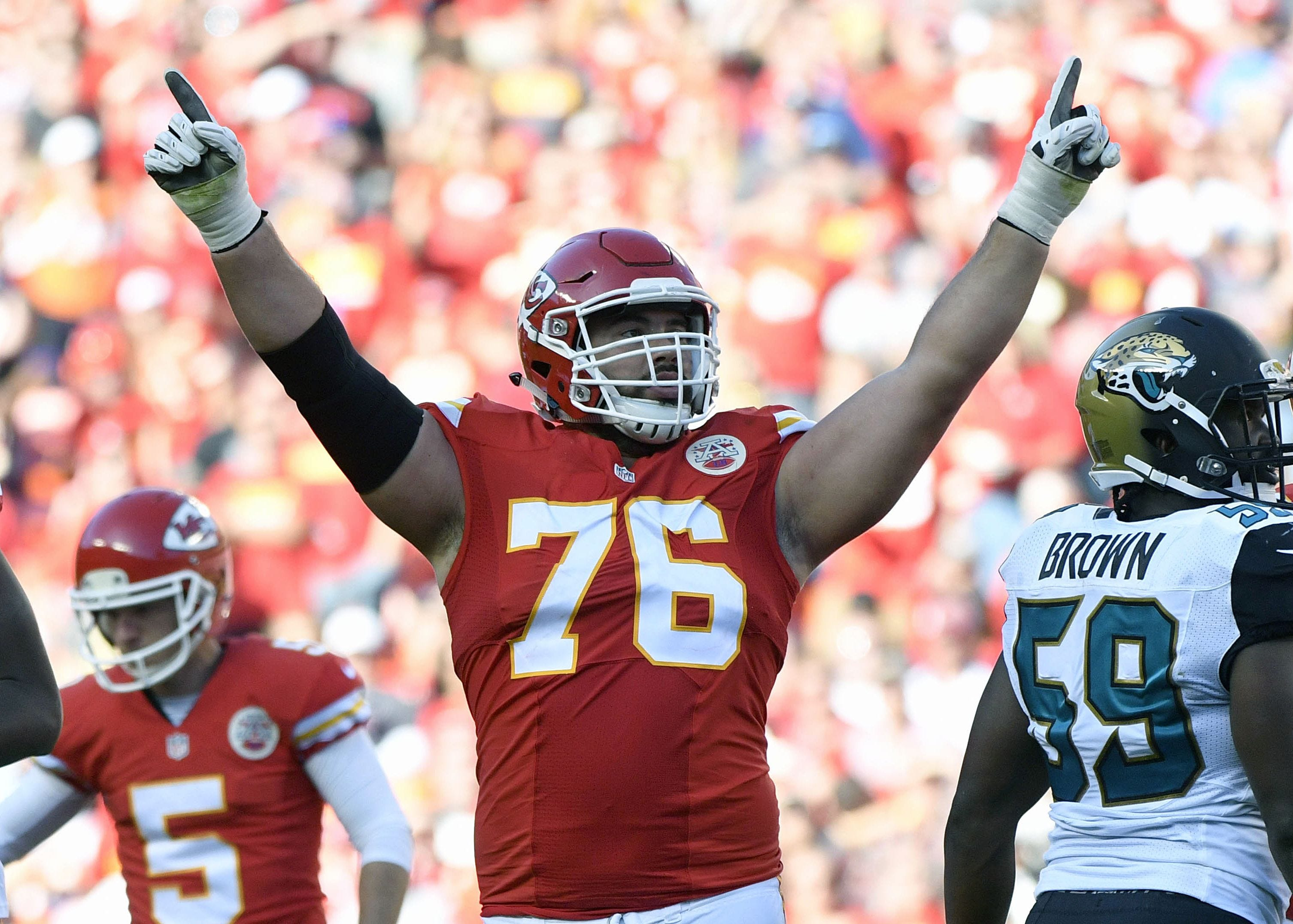 Call him Dr. Laurent Duvernay-Tardif: Chiefs offensive lineman earns medical degree