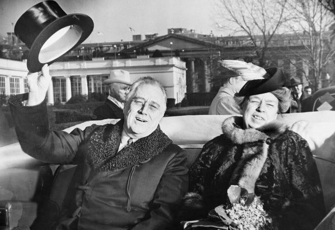 El presidente Franklin Delano Roosevelt (izquierda) y su esposa, Eleanor Roosevelt, ocultaron la gravedad de su afección cardíaca al público estadounidense antes de su reelección en 1944. Murió menos de tres meses después de ese período.