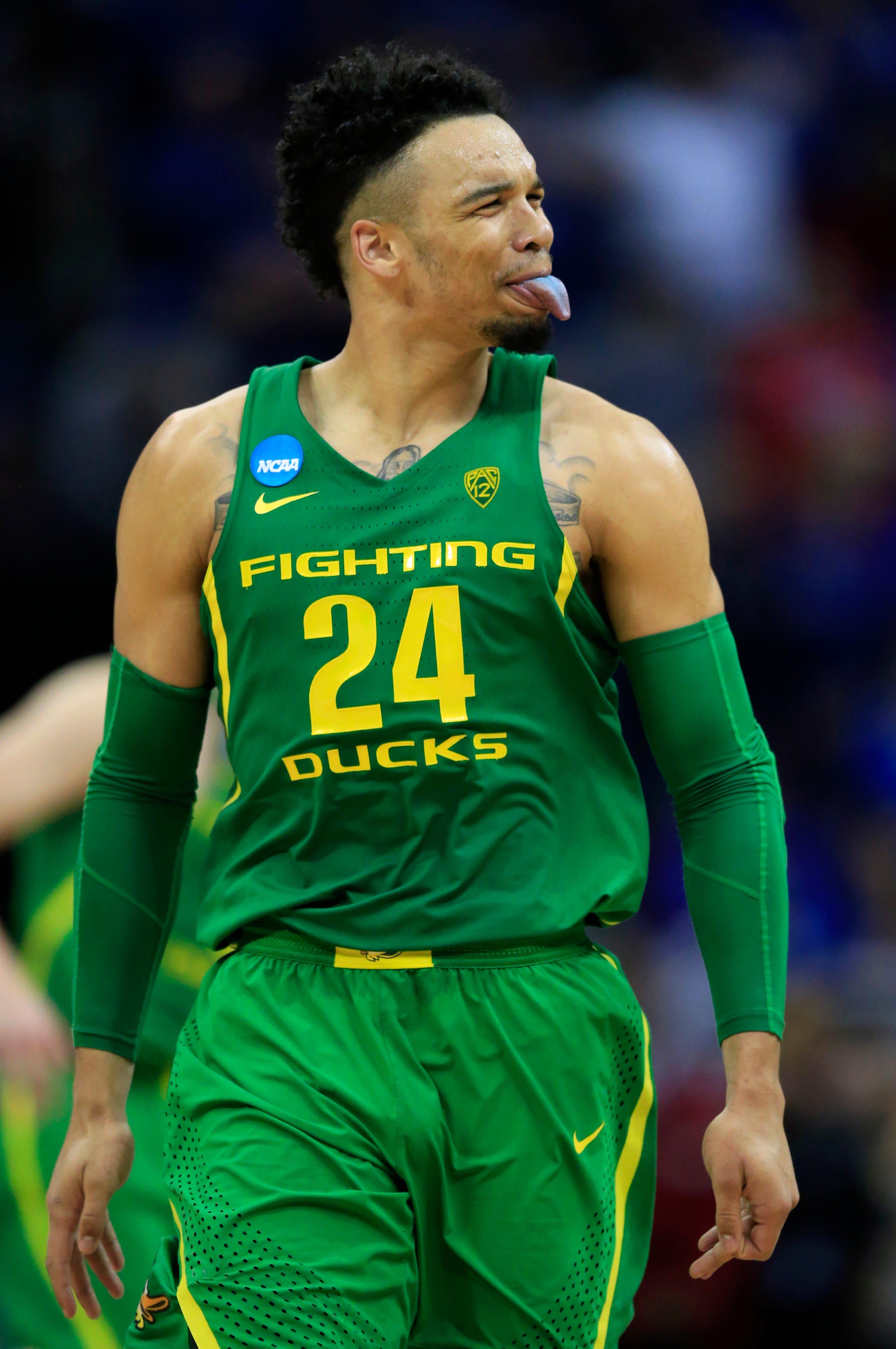 No. 3 Oregon powers past No. 1 Kansas to reach the Final Four