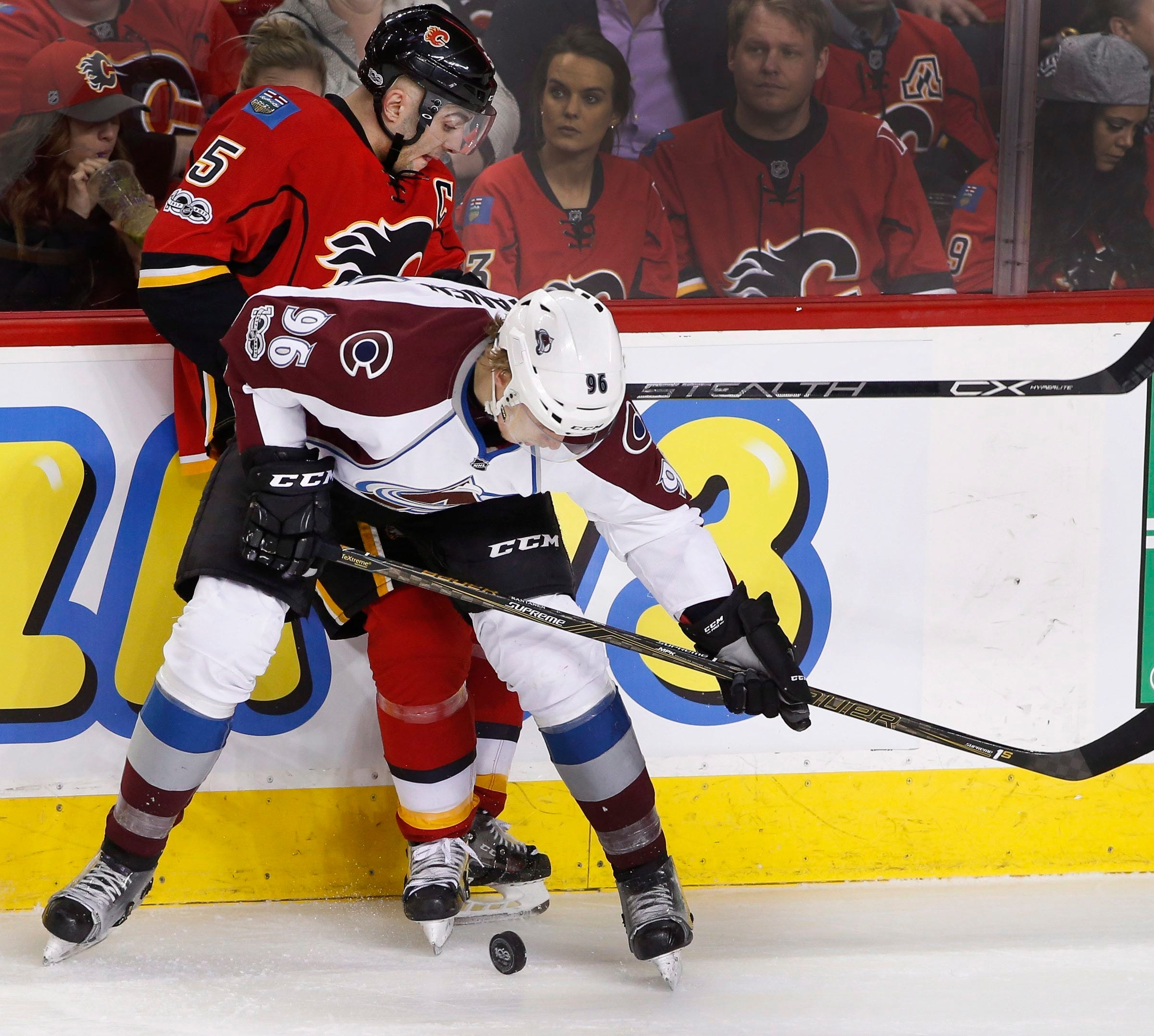 Monahan has goal, 3 assists in Flames' 4-2 win