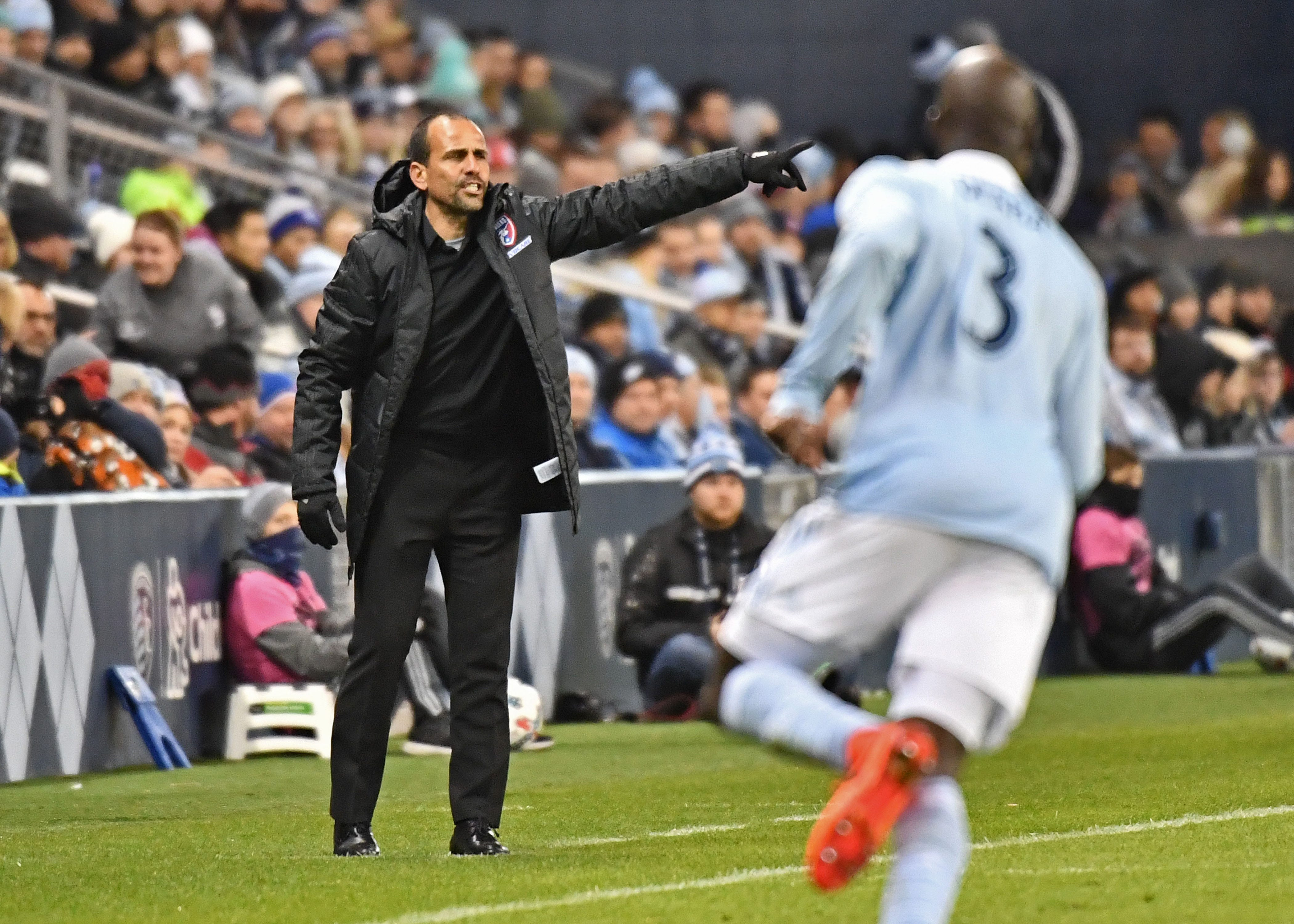 FC Dallas agrees to long-term deal with coach Oscar Pareja