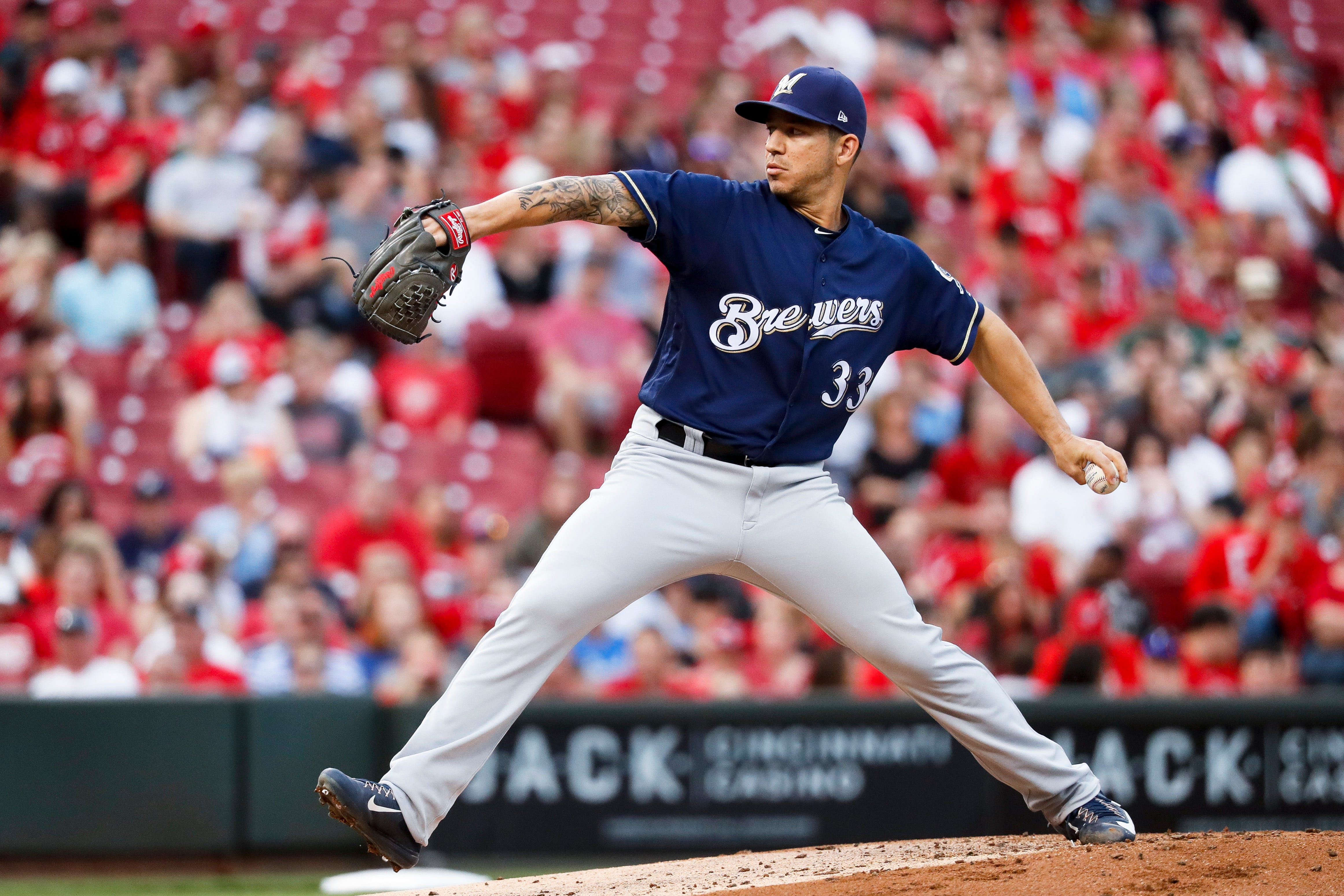 Brewers close out road trip against the Cubs