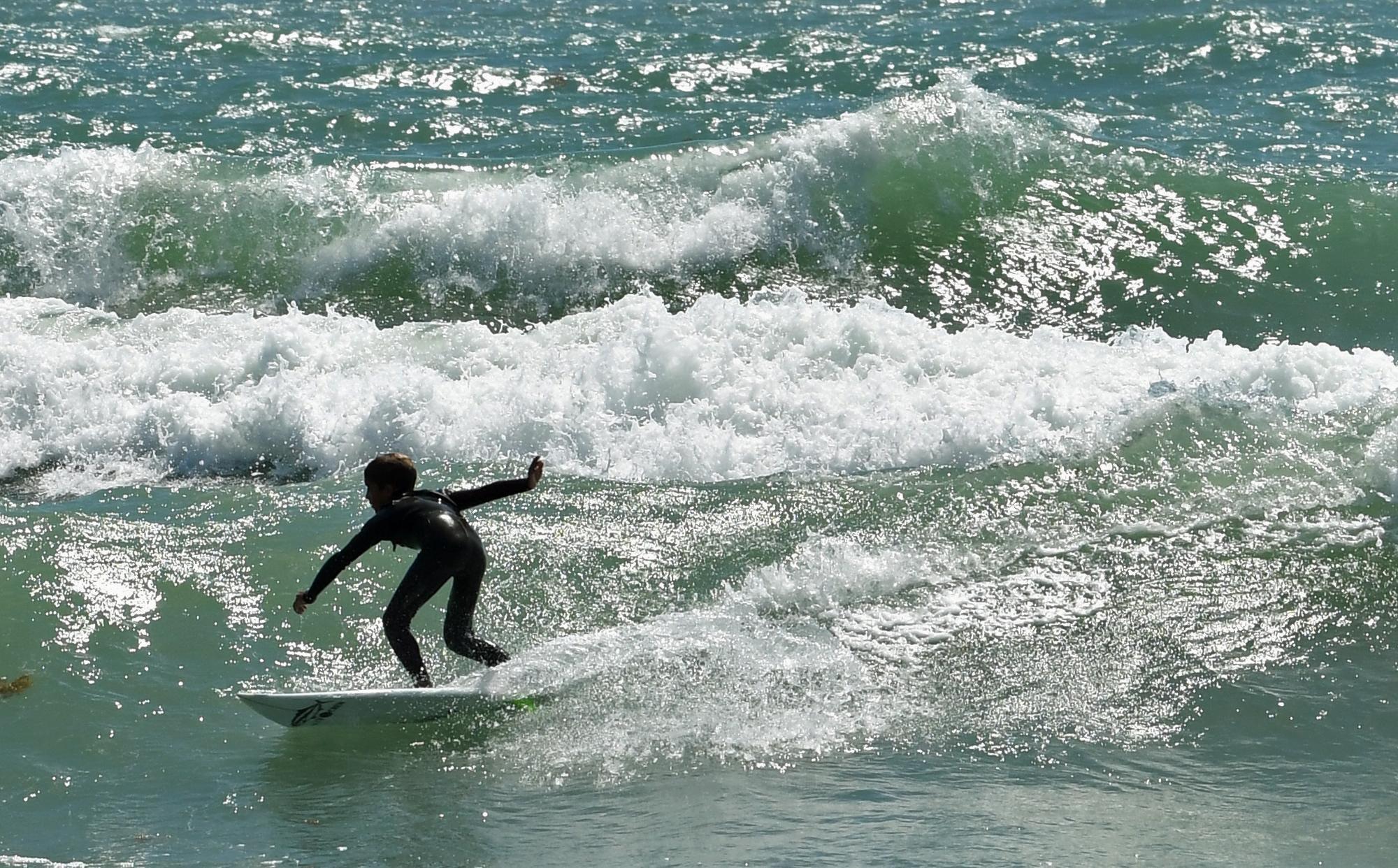 B9327193984Z.1_20170416193814_000_GJ8I35233.1-0 McLean, Dean win longboard surfing in Easter Pro/Am
