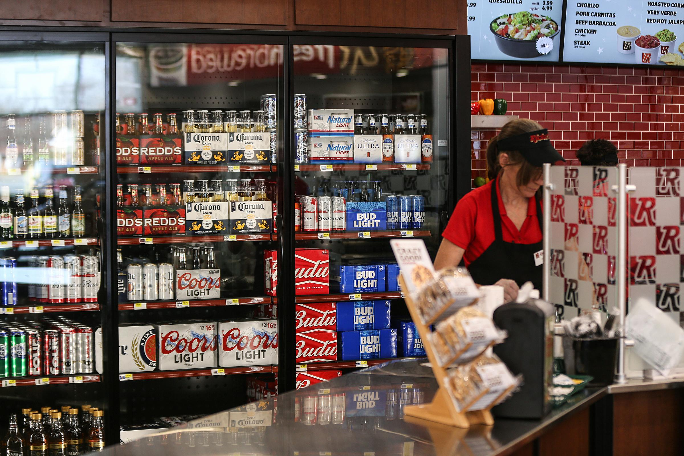 Beer-drinking Hoosiers can skirt weird liquor law with 'Chill Indiana bags'