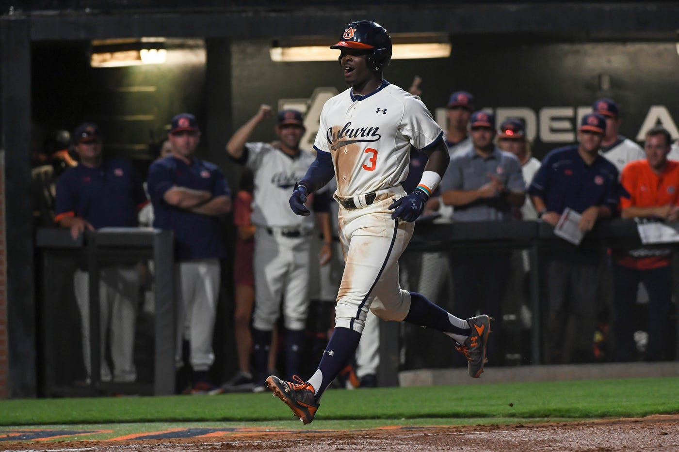 Hogtied: No. 11 Auburn overpowers No. 14 Arkansas in 15-2 blowout win