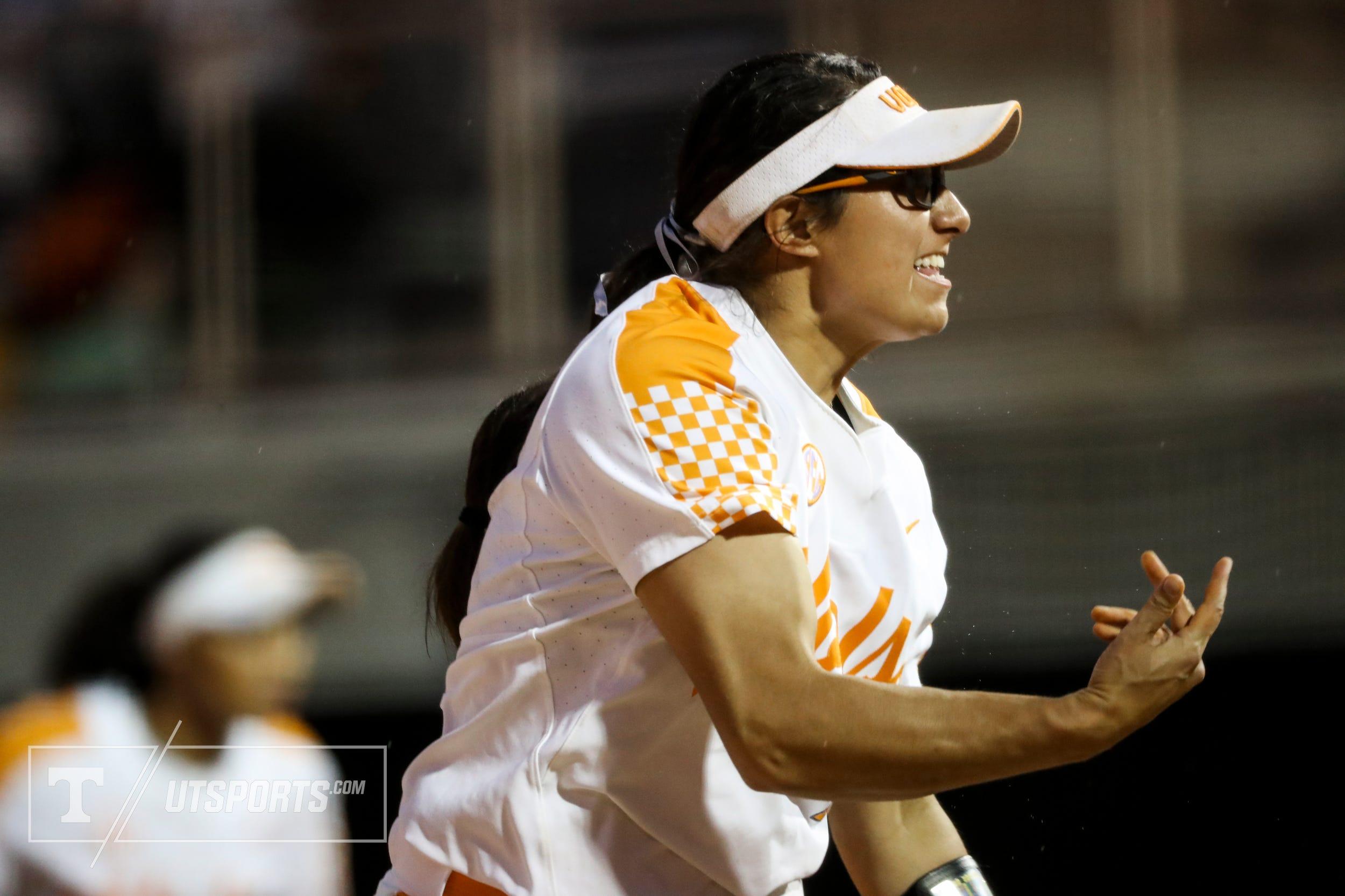 Tennessee extends softball streak to 19