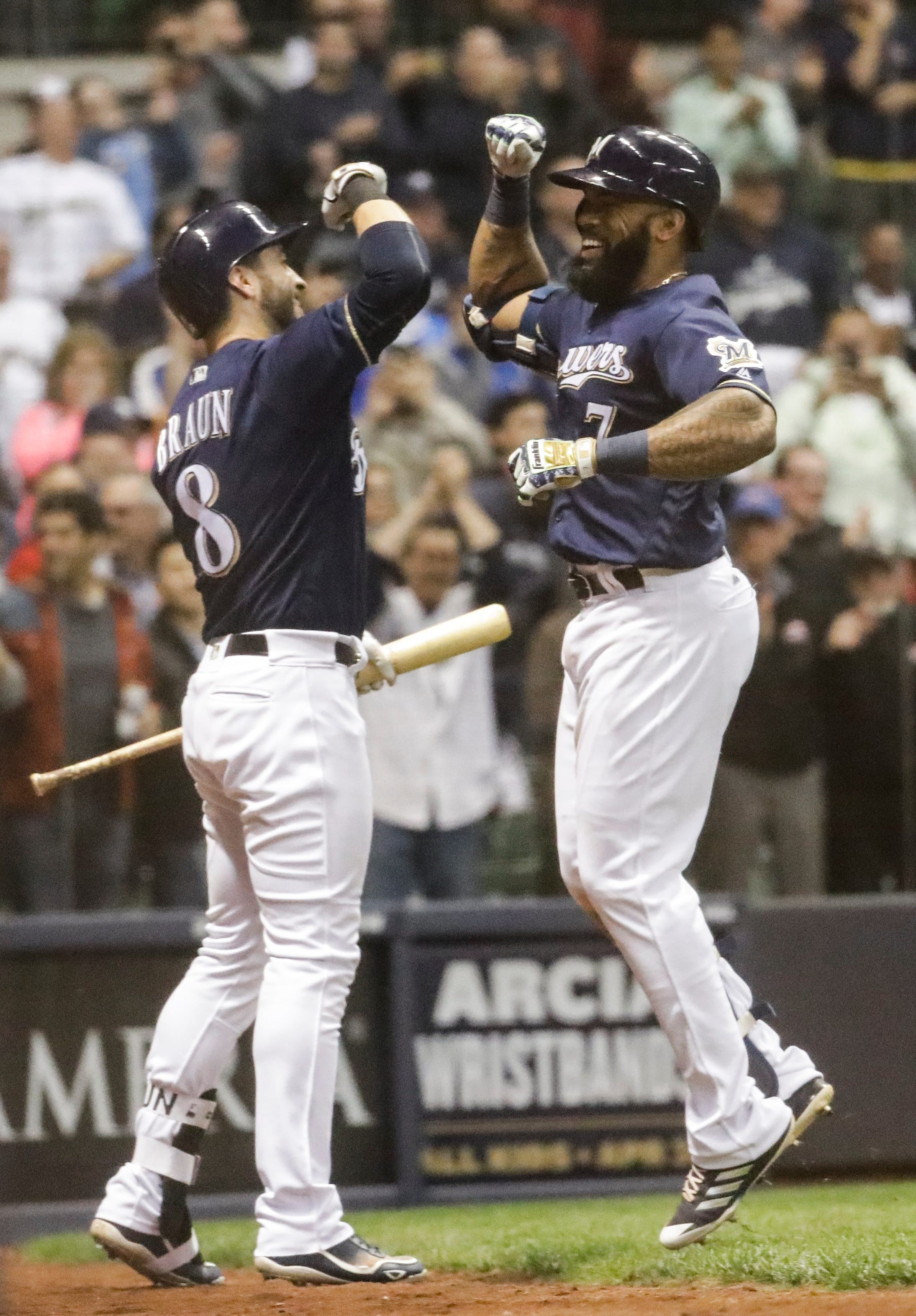 Brewers offense on a roll after Reds series